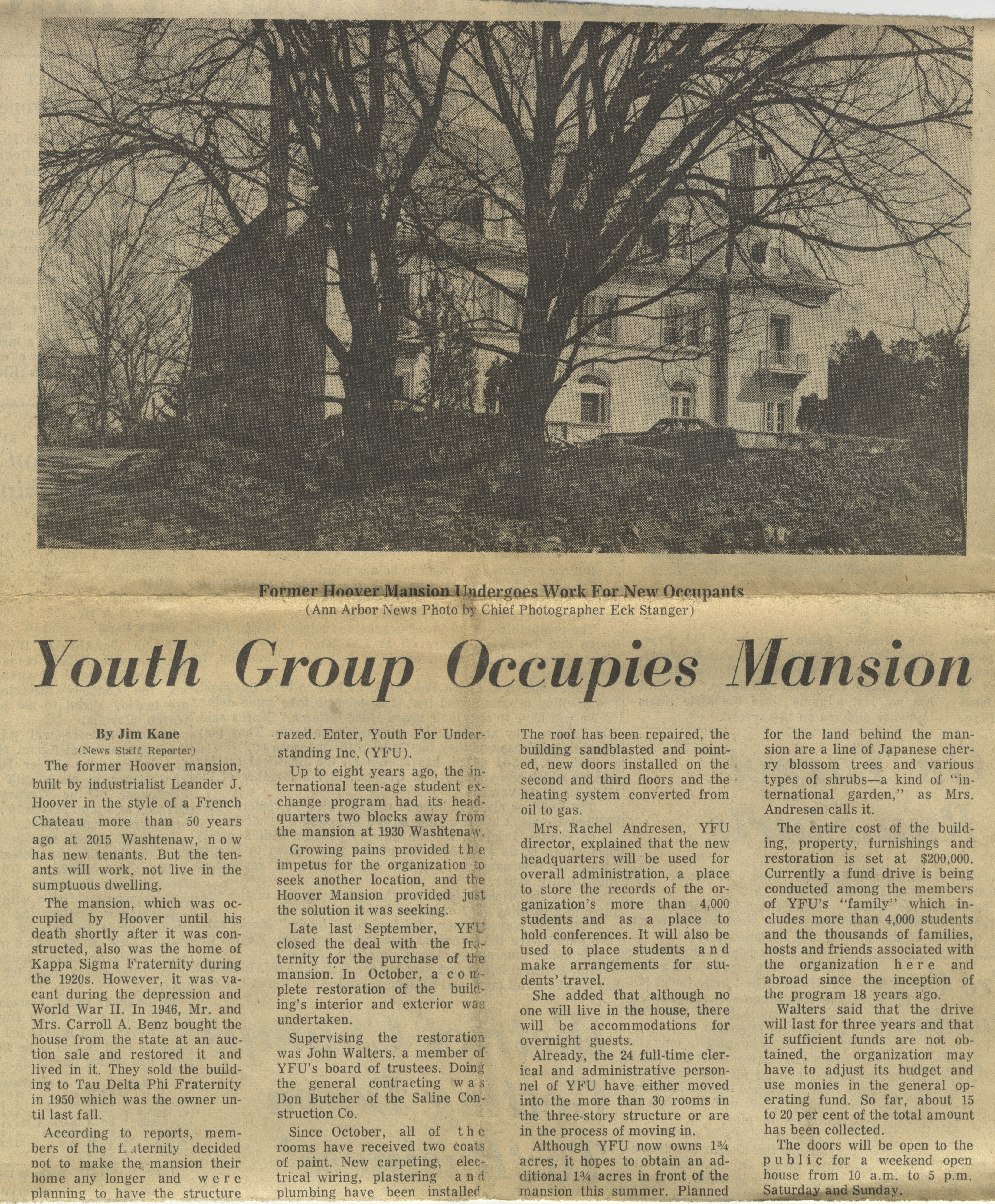 Youth Group Occupies Mansion image