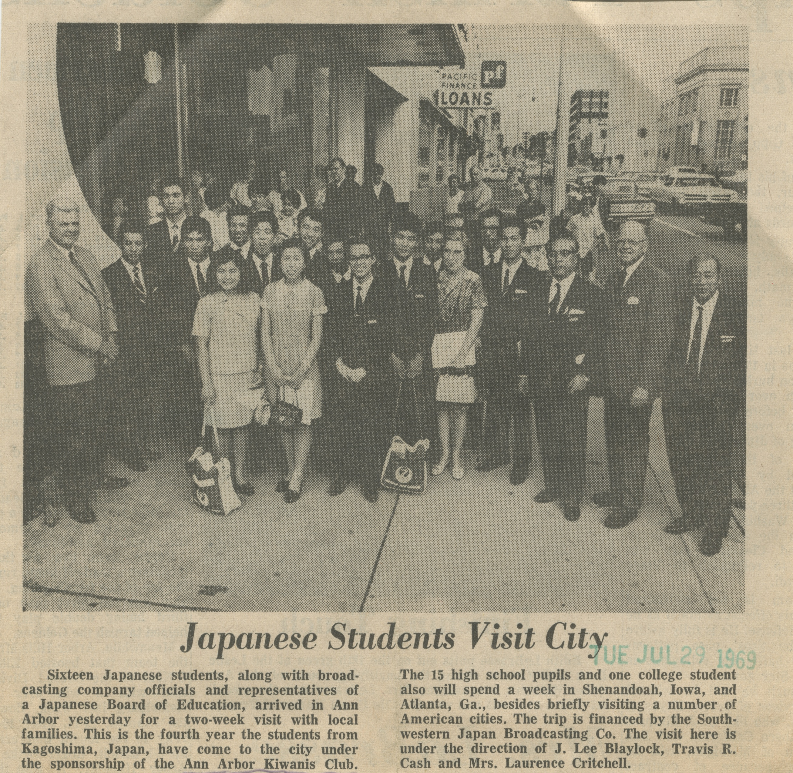 Japanese Students Visit City image