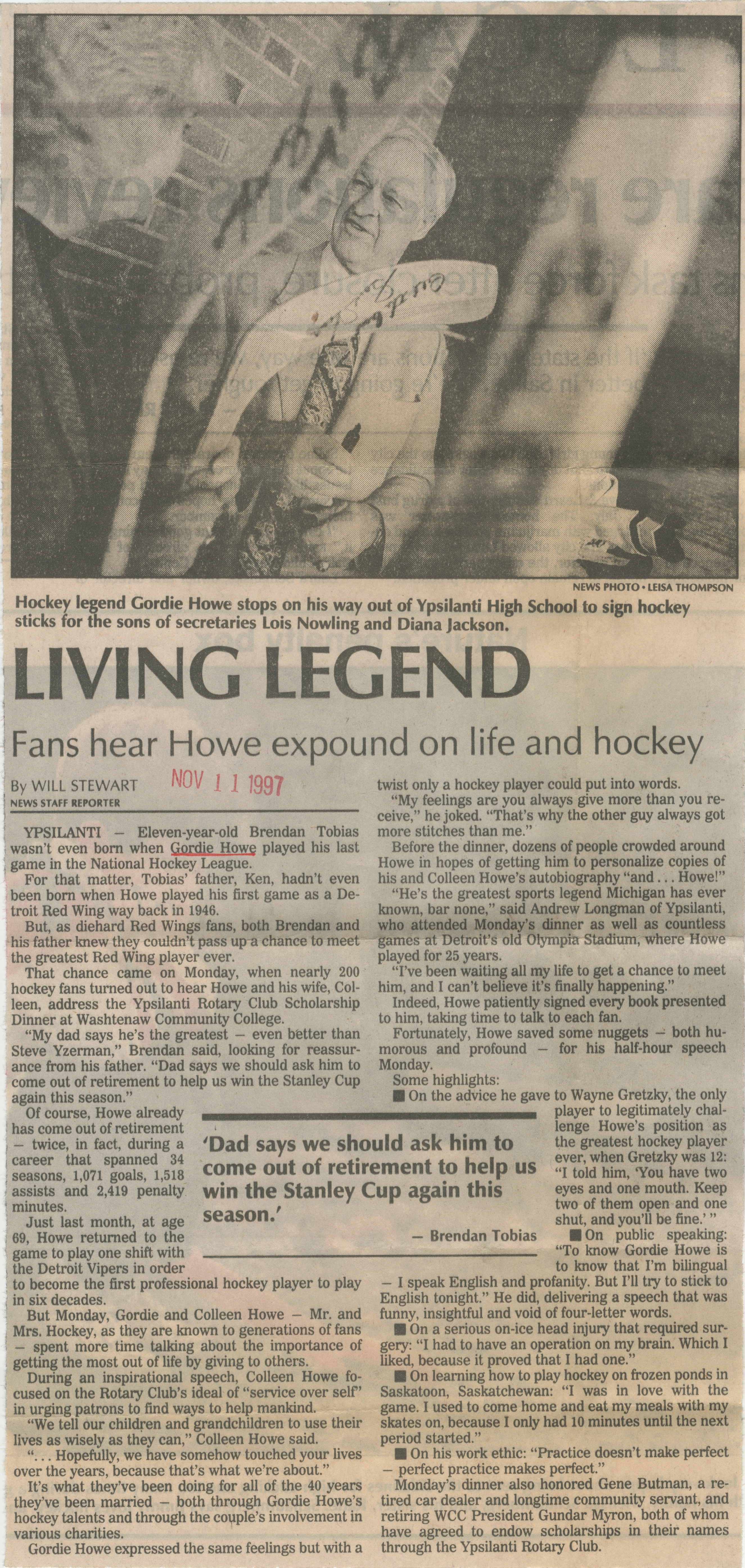 Living Legend - Fans Hear Howe Expound On Life And Hockey image