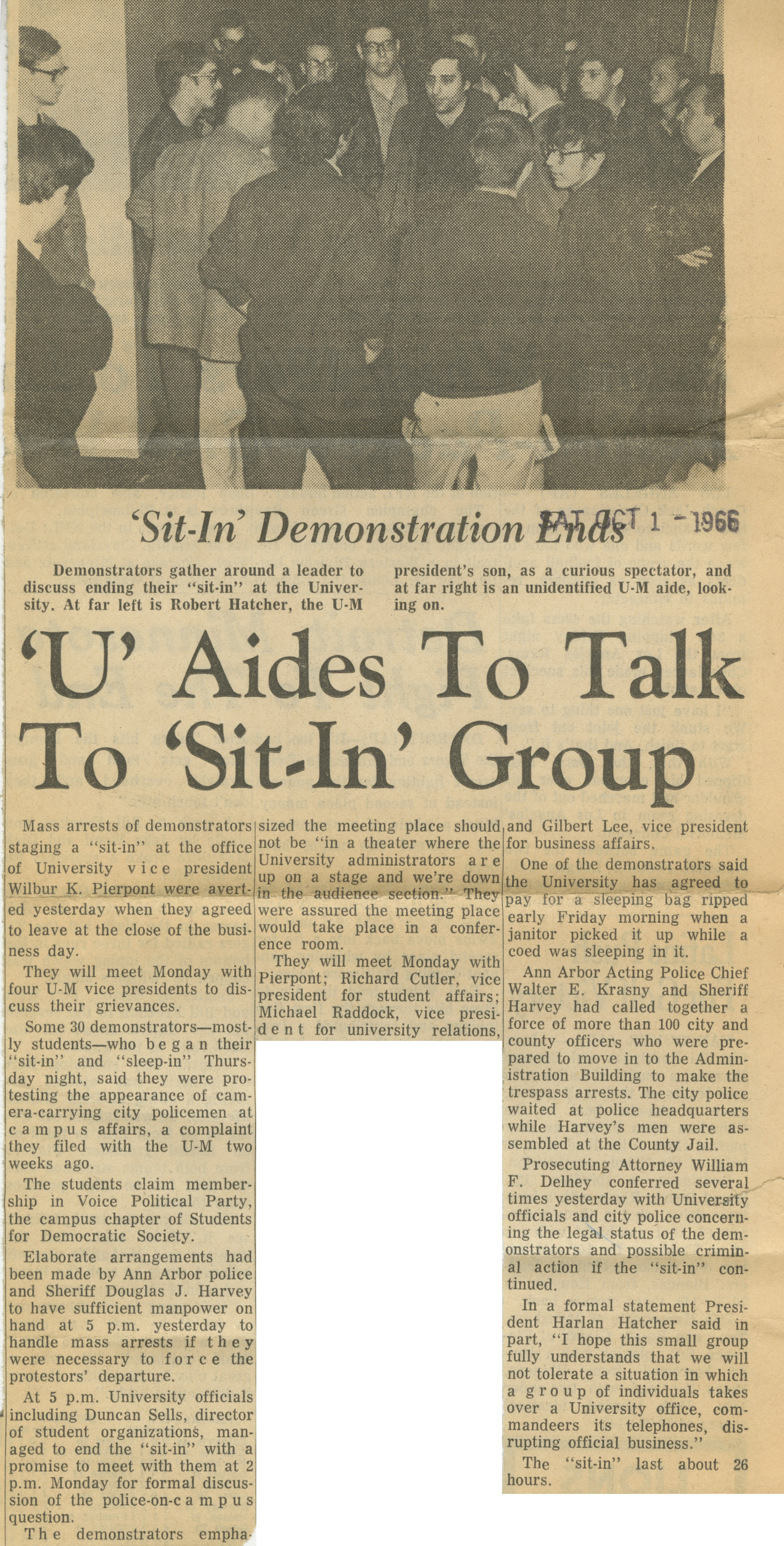 'U' Aides To Talk To 'Sit-In' Group image