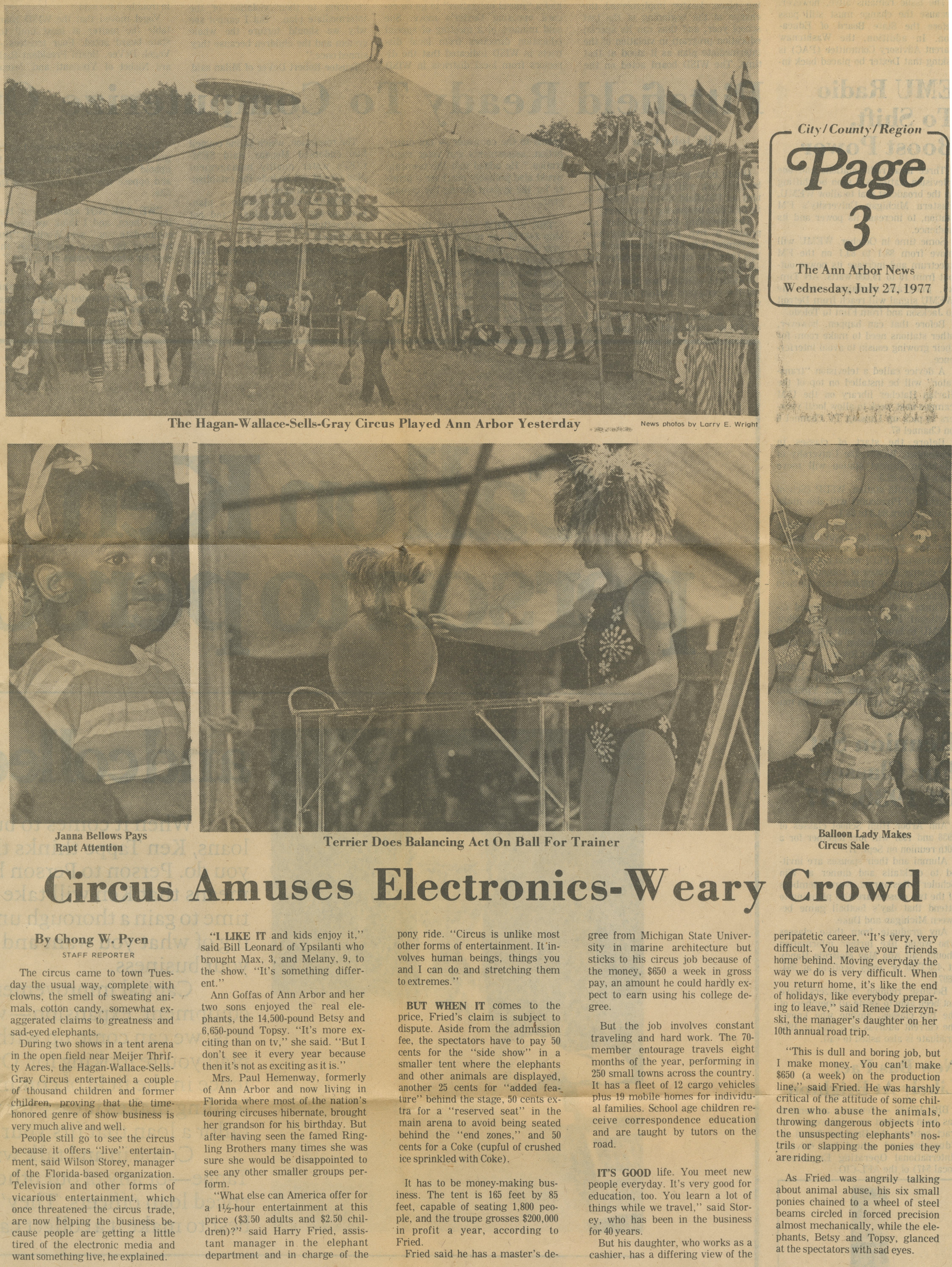 Circus Amuses Electronics-Weary Crowd image