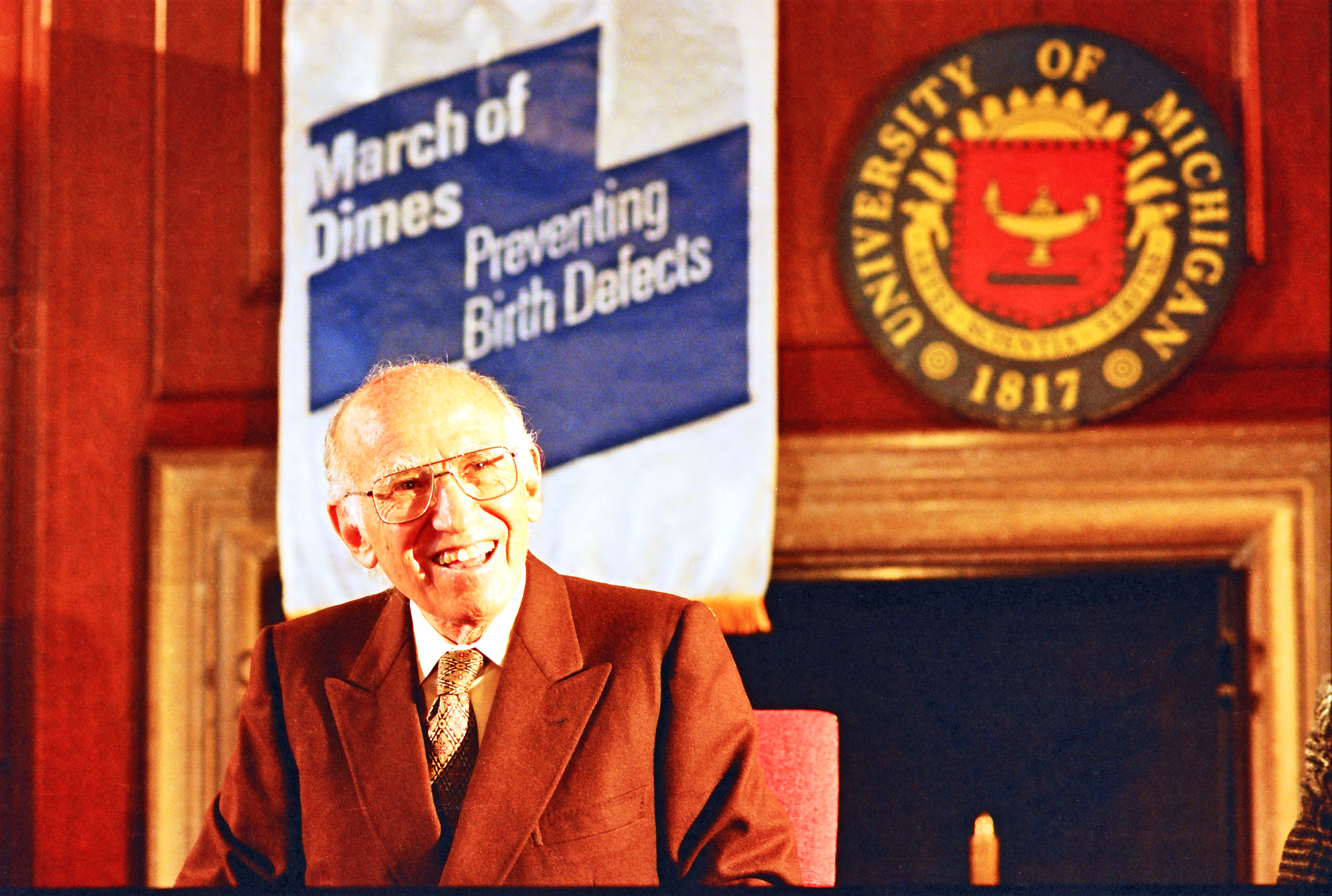 Dr. Jonas E. Salk meets with news media after his speech in Rackham Auditorium, August 12, 1995 image