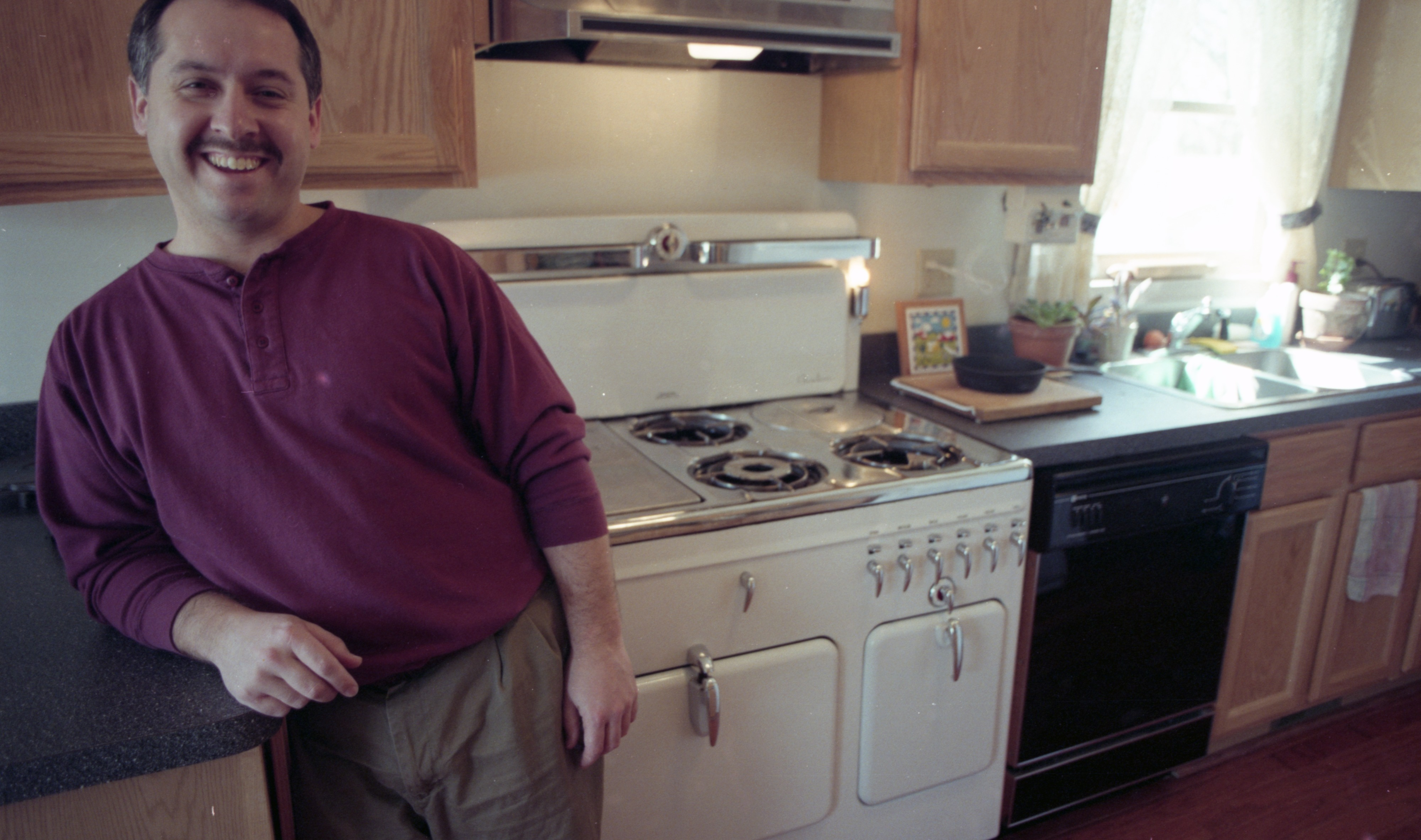 Dave Zerweck & His Restored 1939 Chambers Kitchen Range, March 1996 image