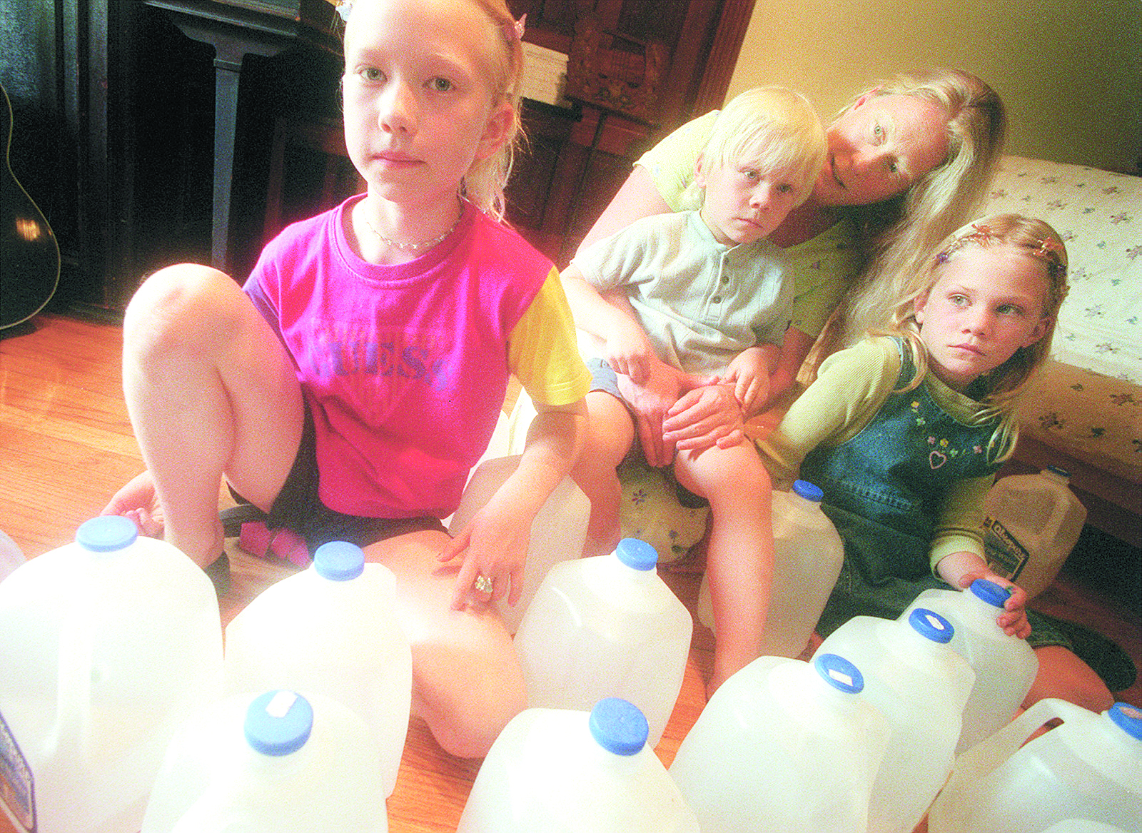 Corine Hillebrand with her children, June 2000 image