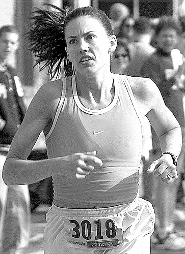 Nikki Norris-Smith Wins The Women's 10K At The Dexter-Ann Arbor Run, June 1, 2003 image
