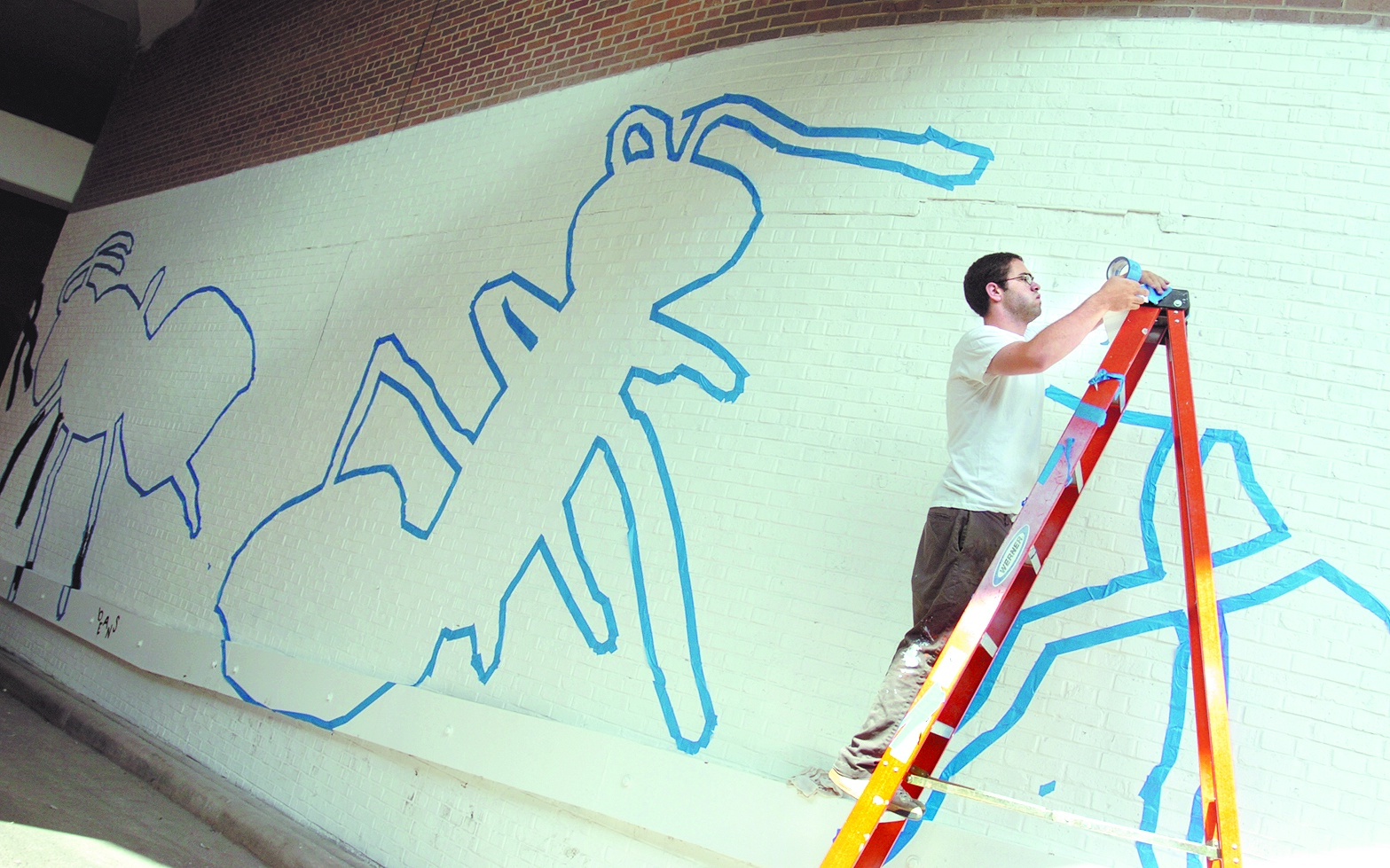 Jason Polan works on ant mural image