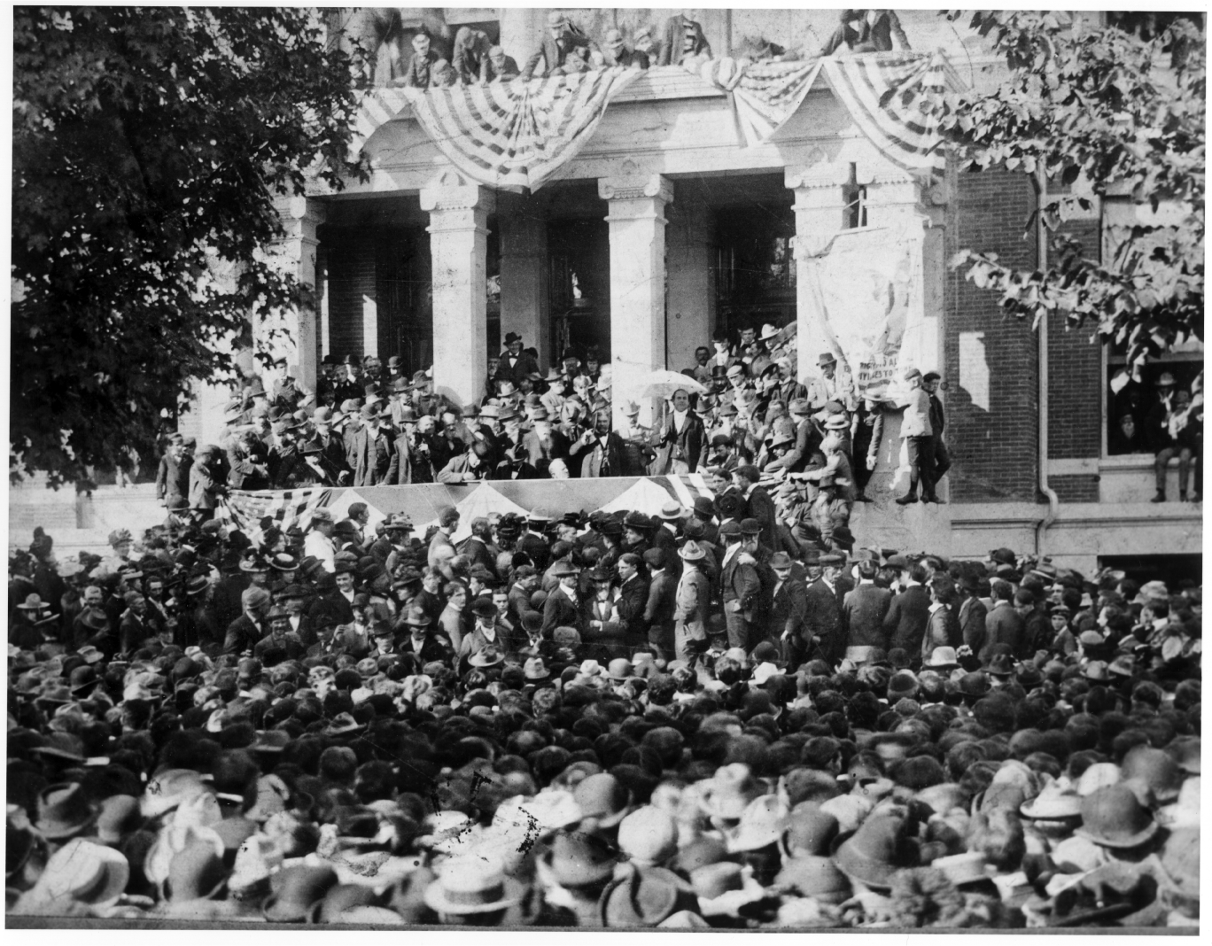 Presidential candidate William Jennings Bryan delivers a campaign speech at the Ann Arbor Courthouse image