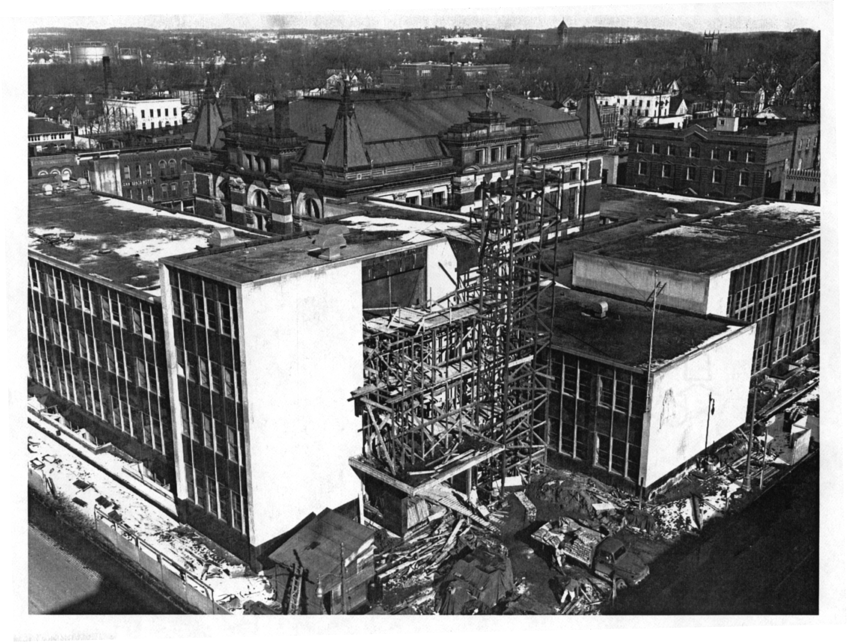 Construction of the present Courthouse image