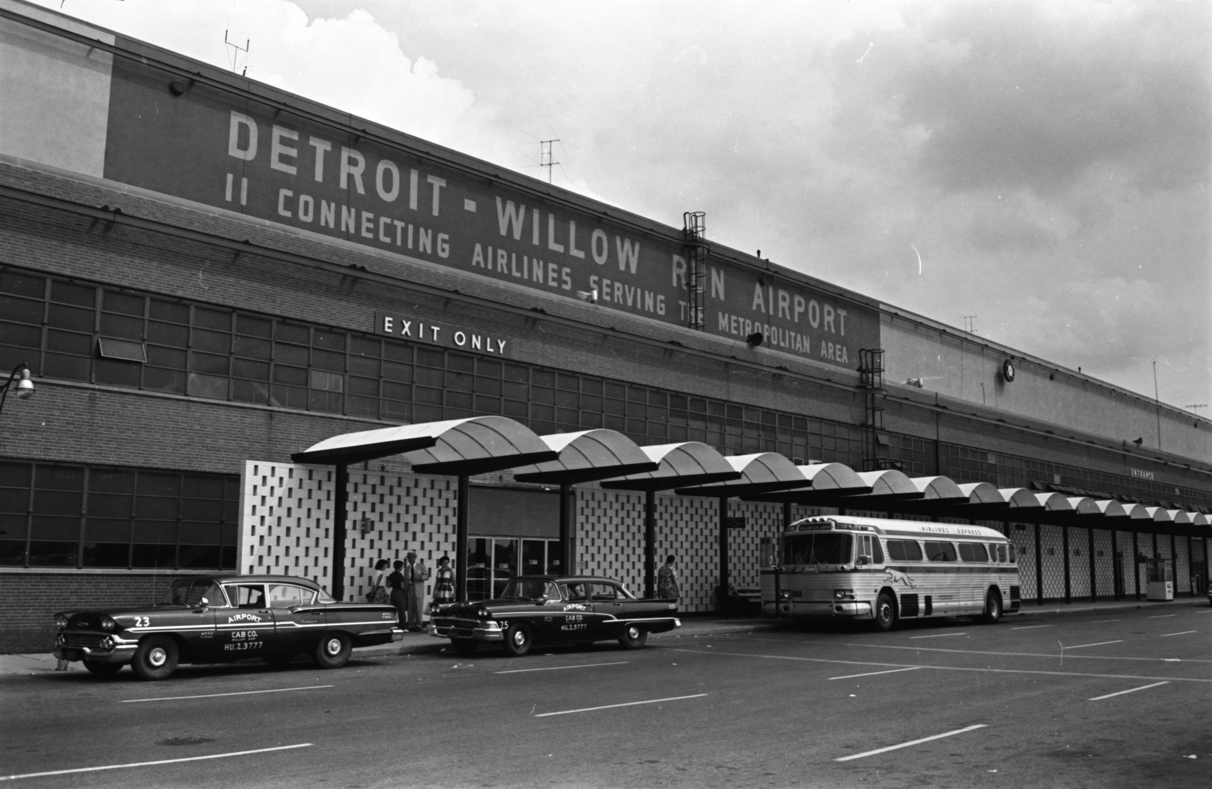Interior of partially renovated and expanded Willow Run Airport terminal, August 1959 image