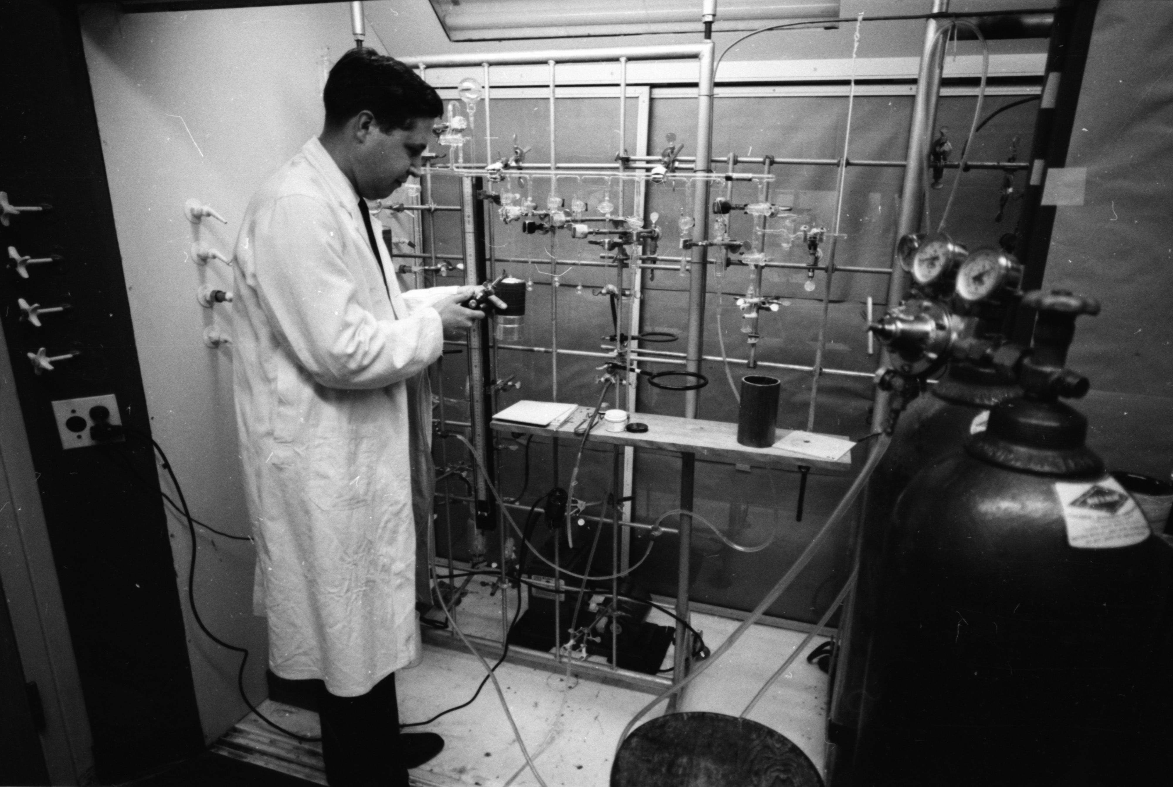 Professor Adon A. Gordus in the Phoenix Memorial Laboratory, August 1961 image
