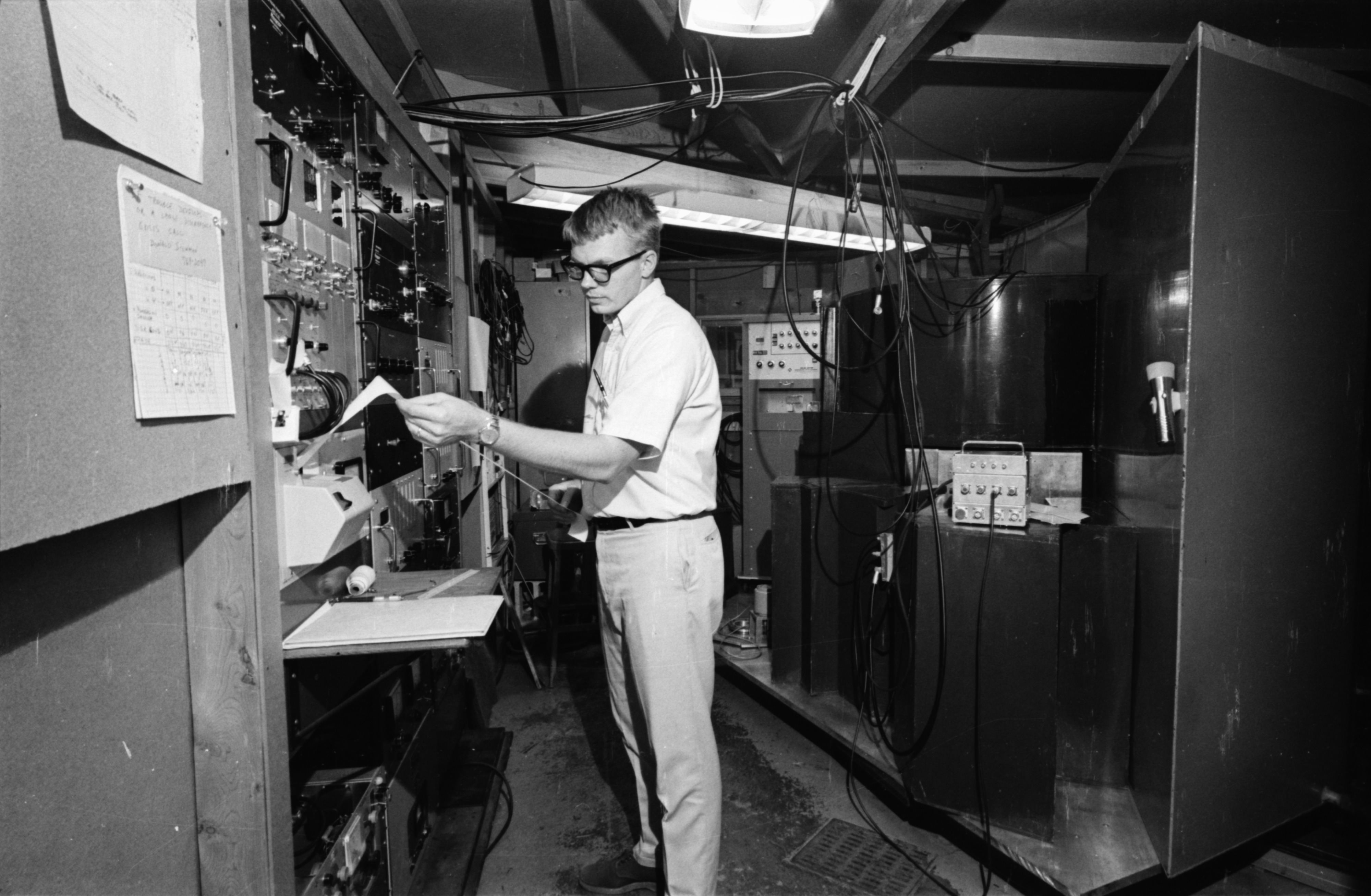 Lee A. Feldkamp, graduate student working in the Phoenix Memorial Laboratory, North Campus, August 1968 image