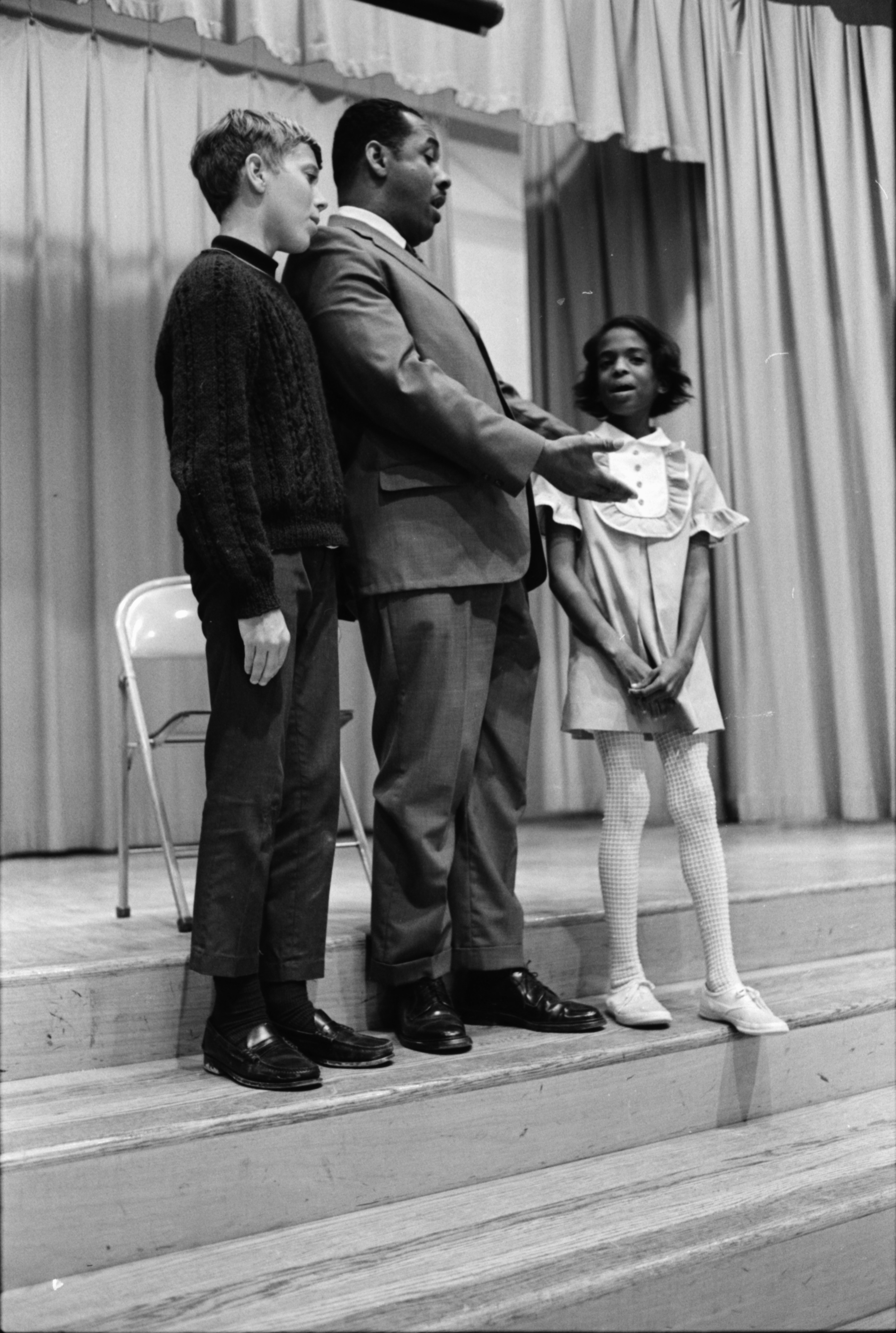 Patterson Sings For Youngsters,  June 1969 image