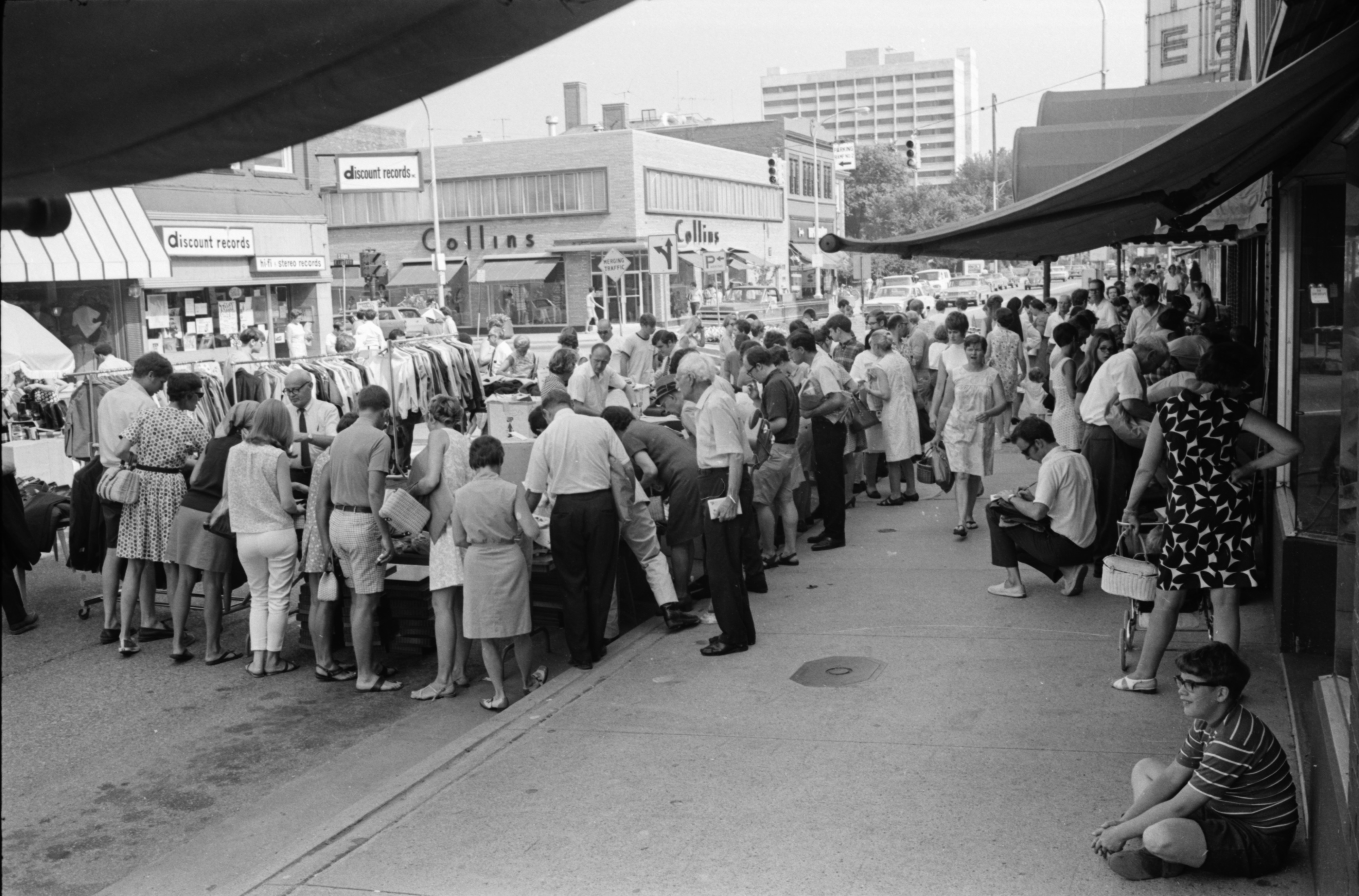 Street Photography At Art Fair On >> Street Scenes At Art Fair July 1969 Ann Arbor District Library