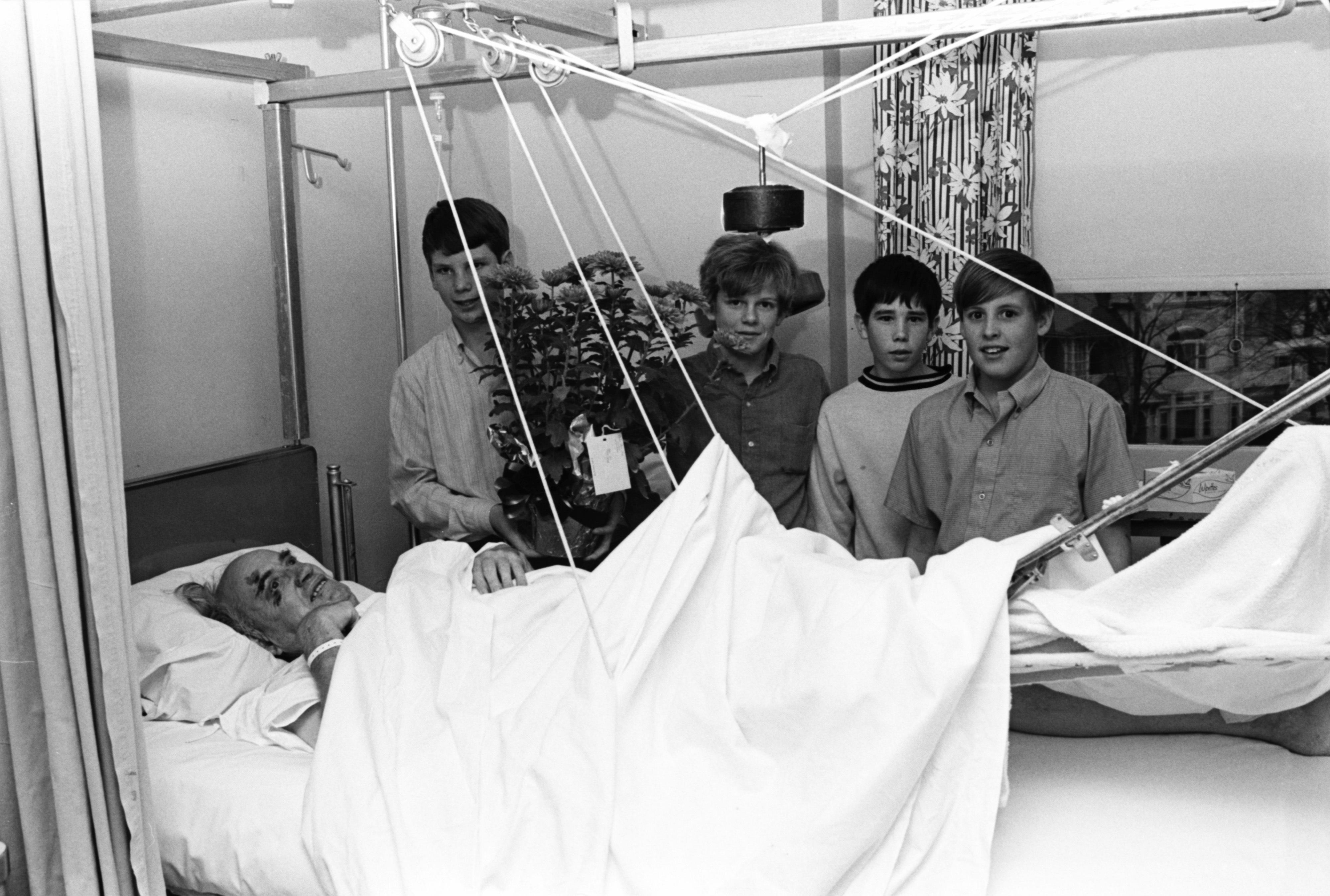 Tappan Students Visit Injured Crossing Guard in Hospital, November 1969 image