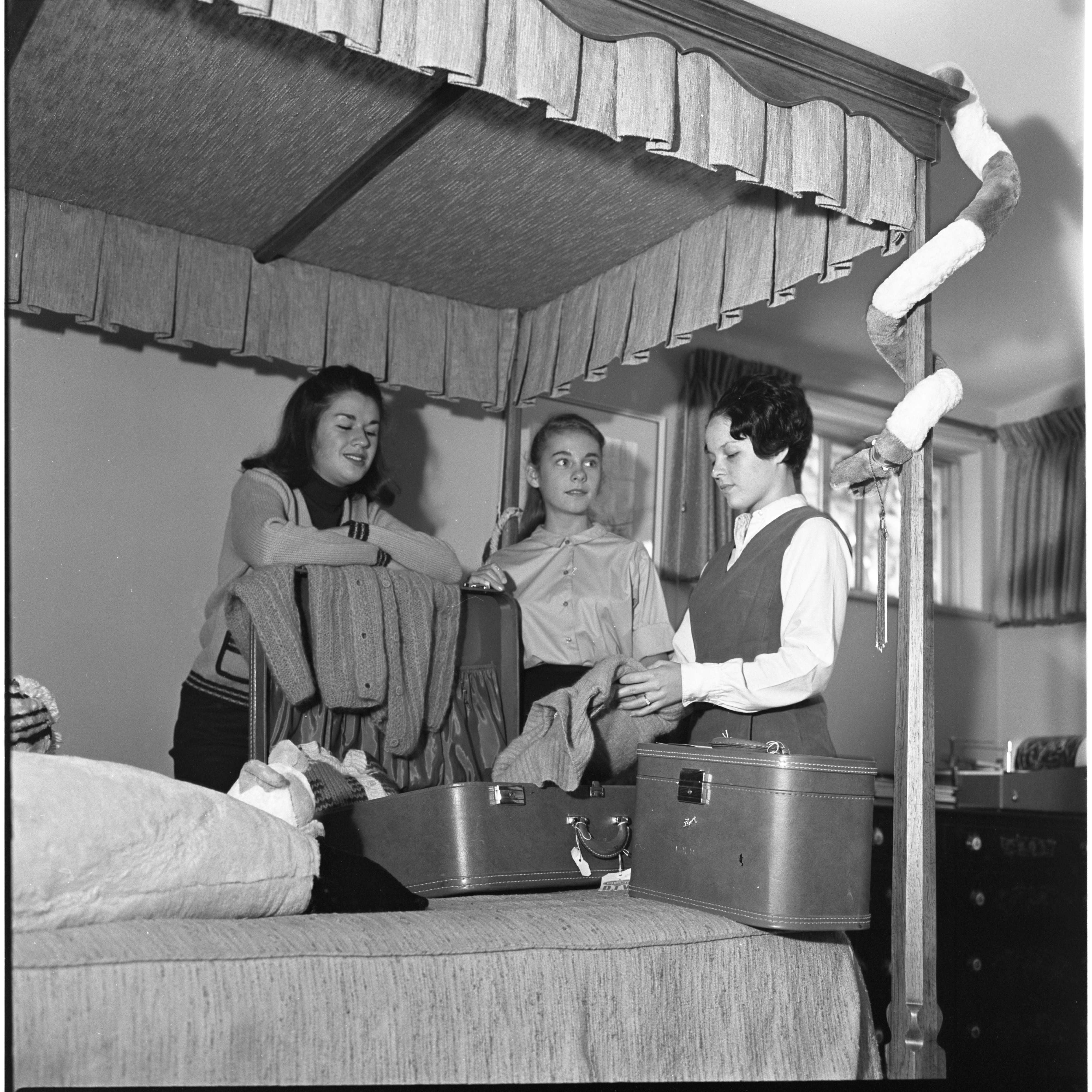 Laura Evans & Betsy Wernette Get Advice On Packing For College From Pamela Reading, August 1964 image