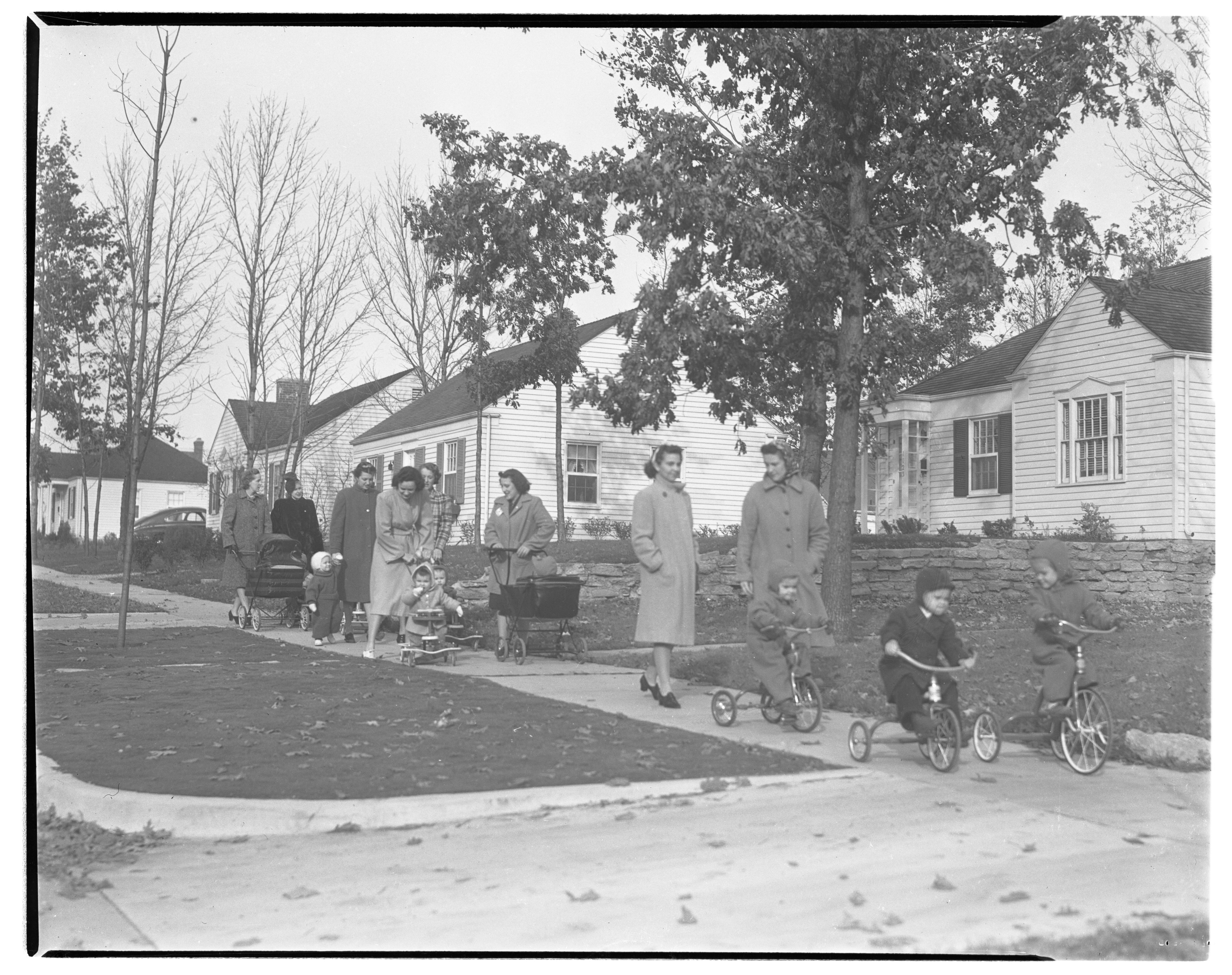 Mothers with their children, Birk Avenue, Ann Arbor, November 1941 image