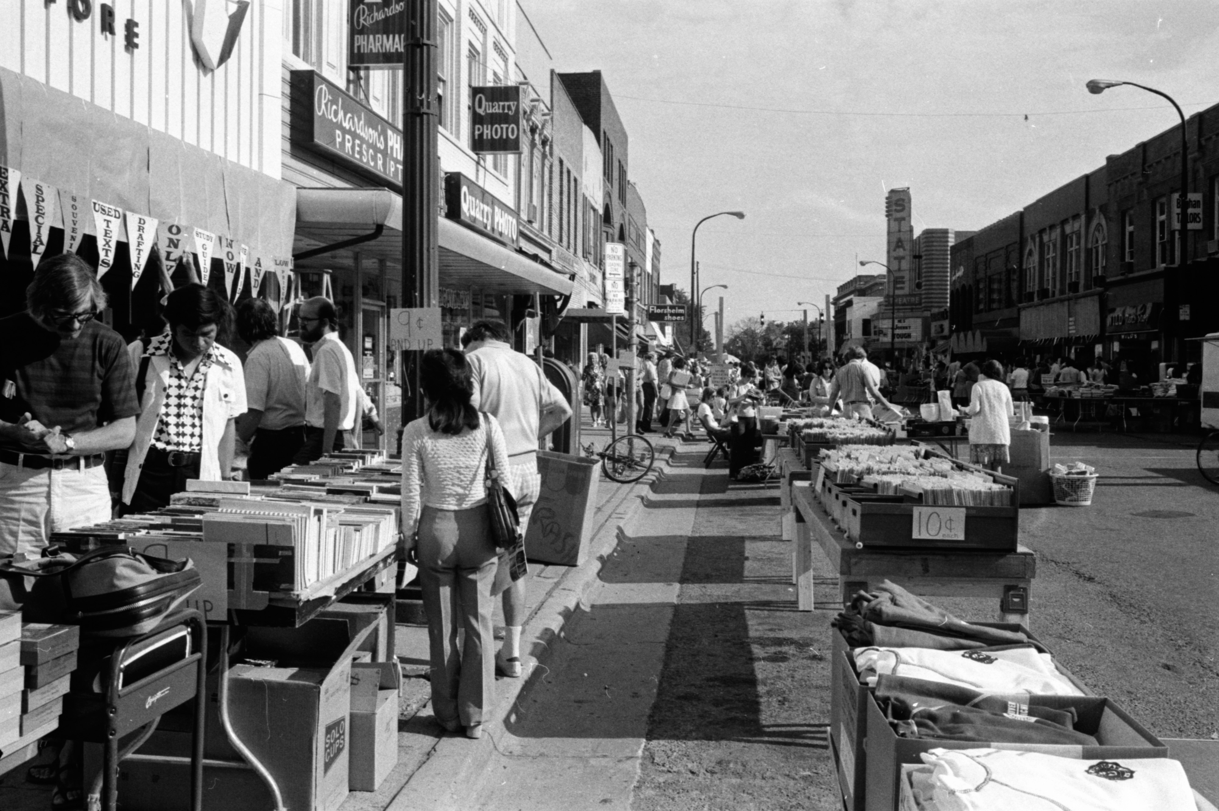 Bargain Days on State St image
