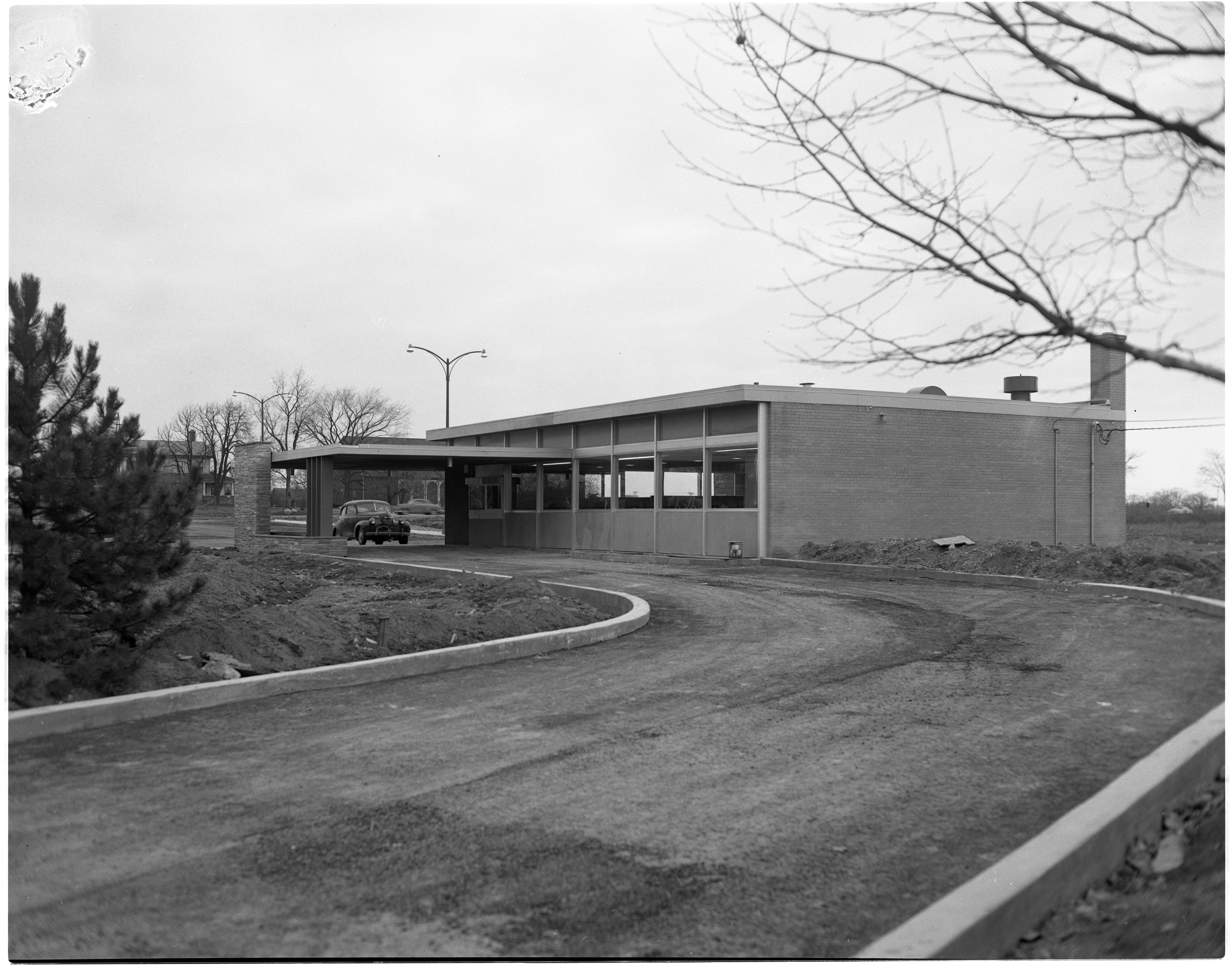 New State Savings Bank at Washtenaw Road and Pittsfield Boulevard, January 1955 image