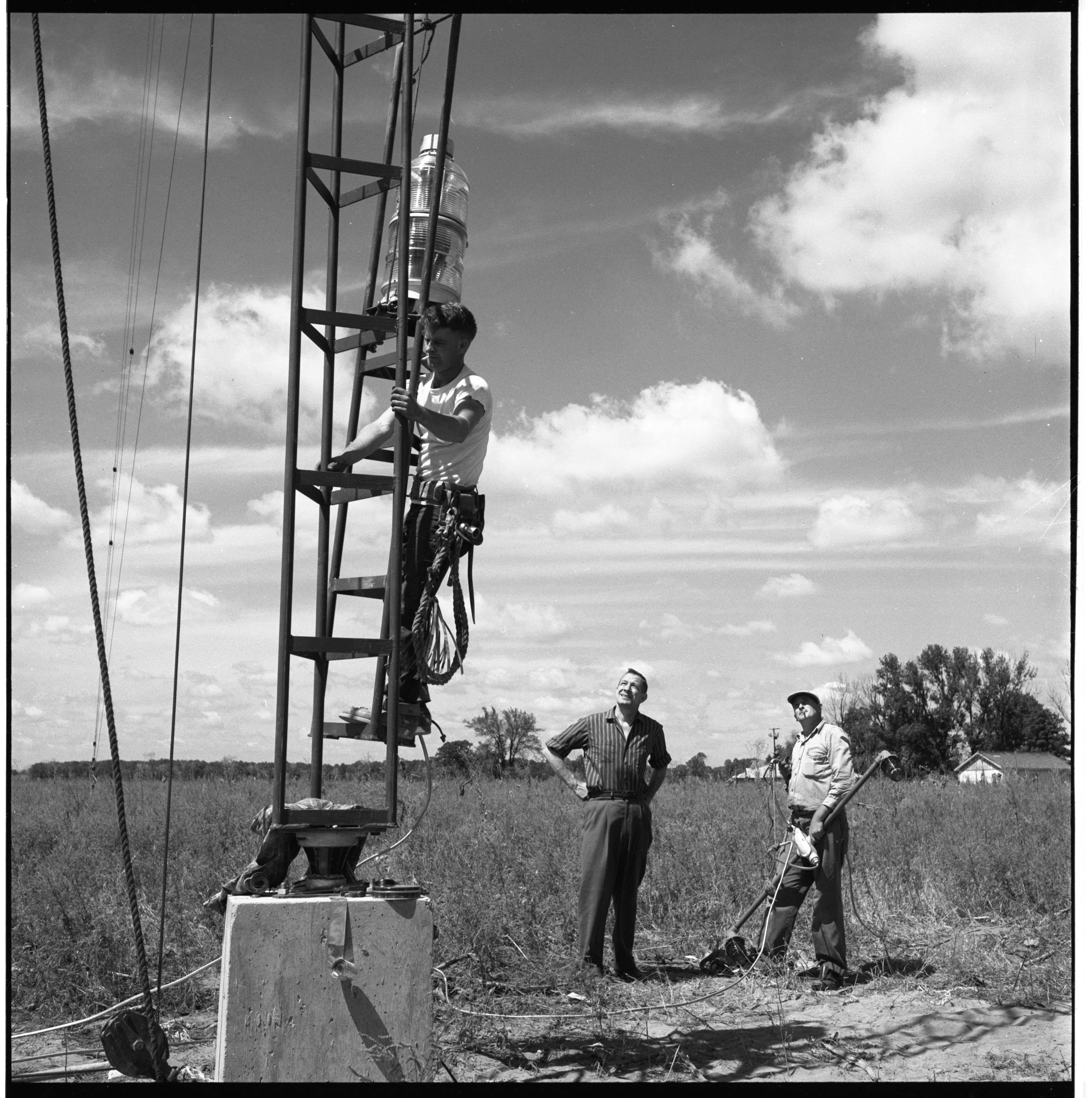 Construction Of New WOIA Radio Tower, August 1957 image