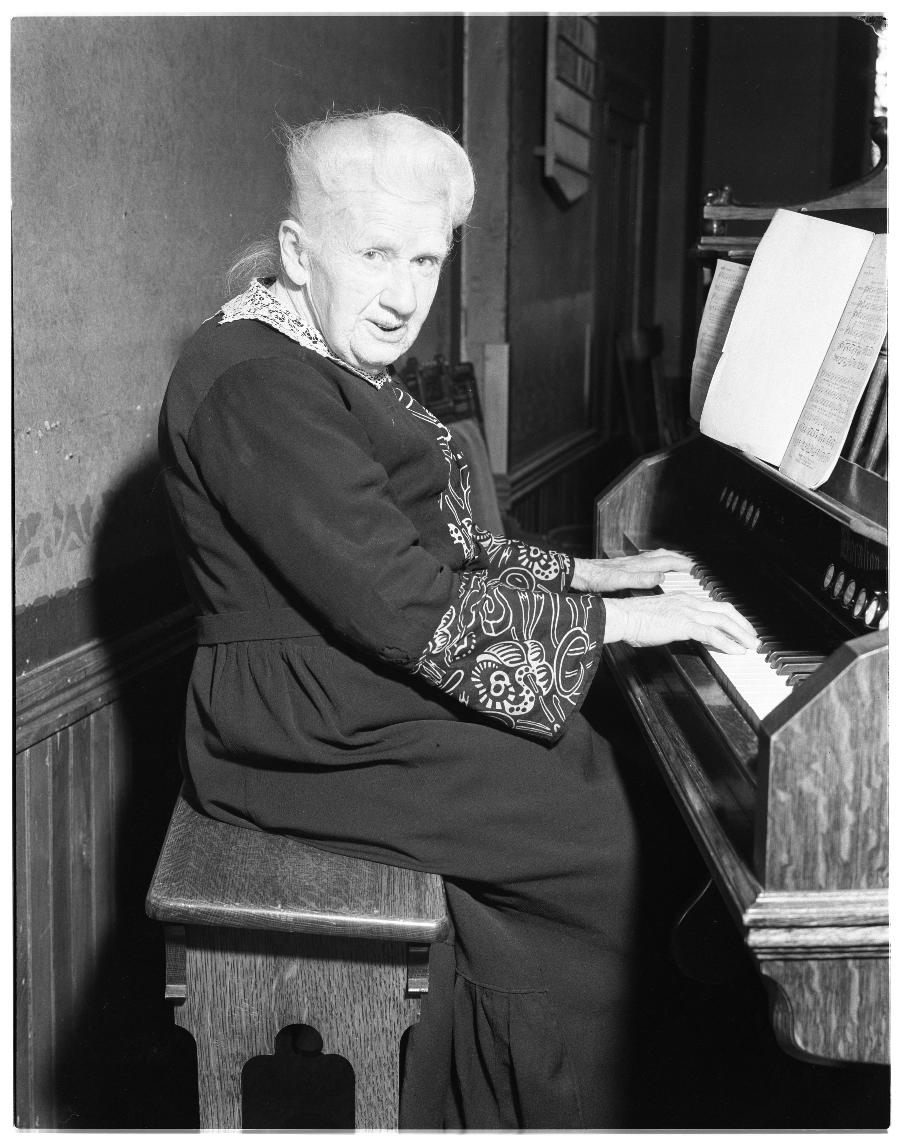 Mrs. Standorough, Organist at 89, South Lyon, March 1937 image