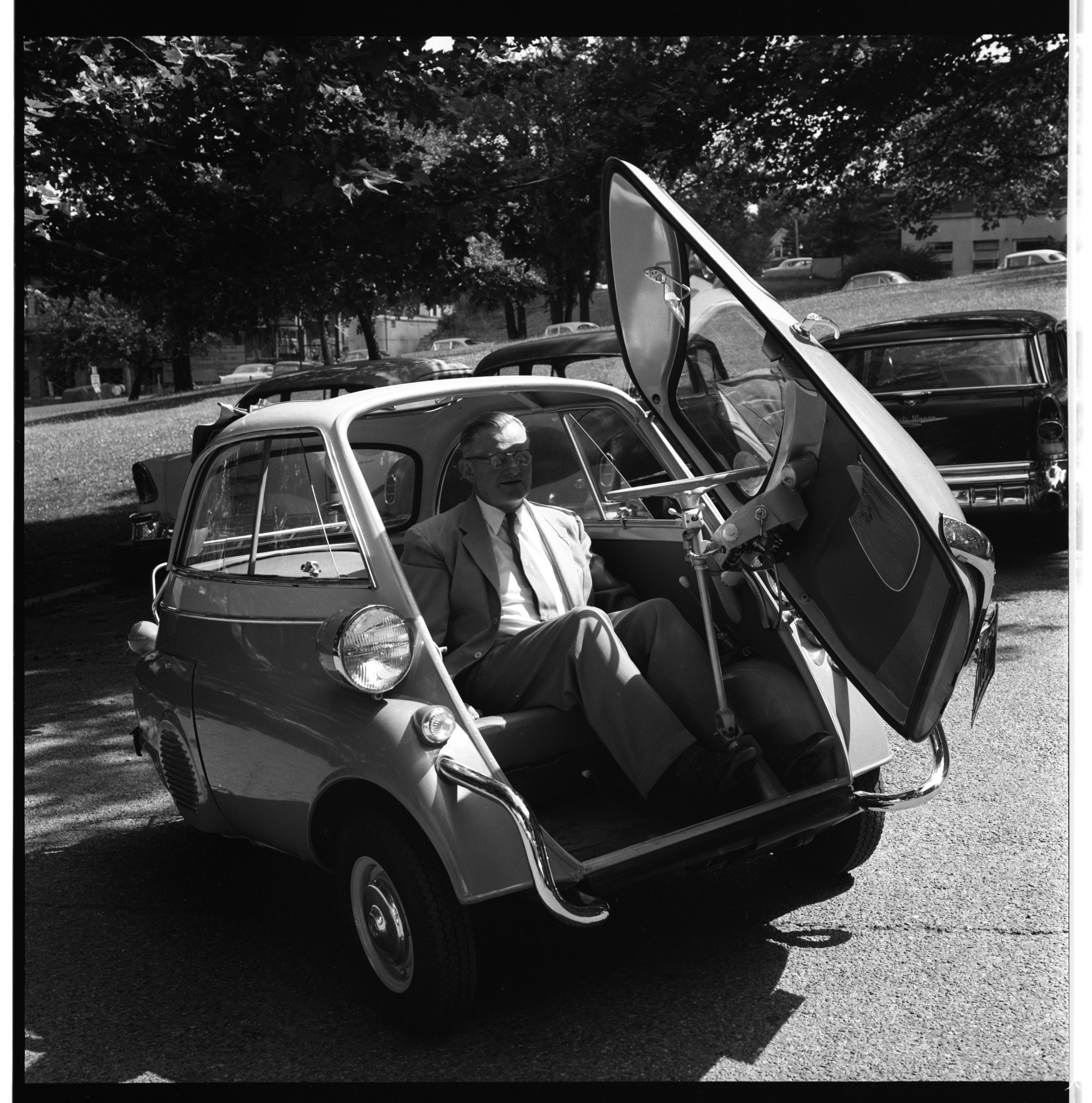 Dr. Frank H. Bethell and his Isetta, August 1957 image