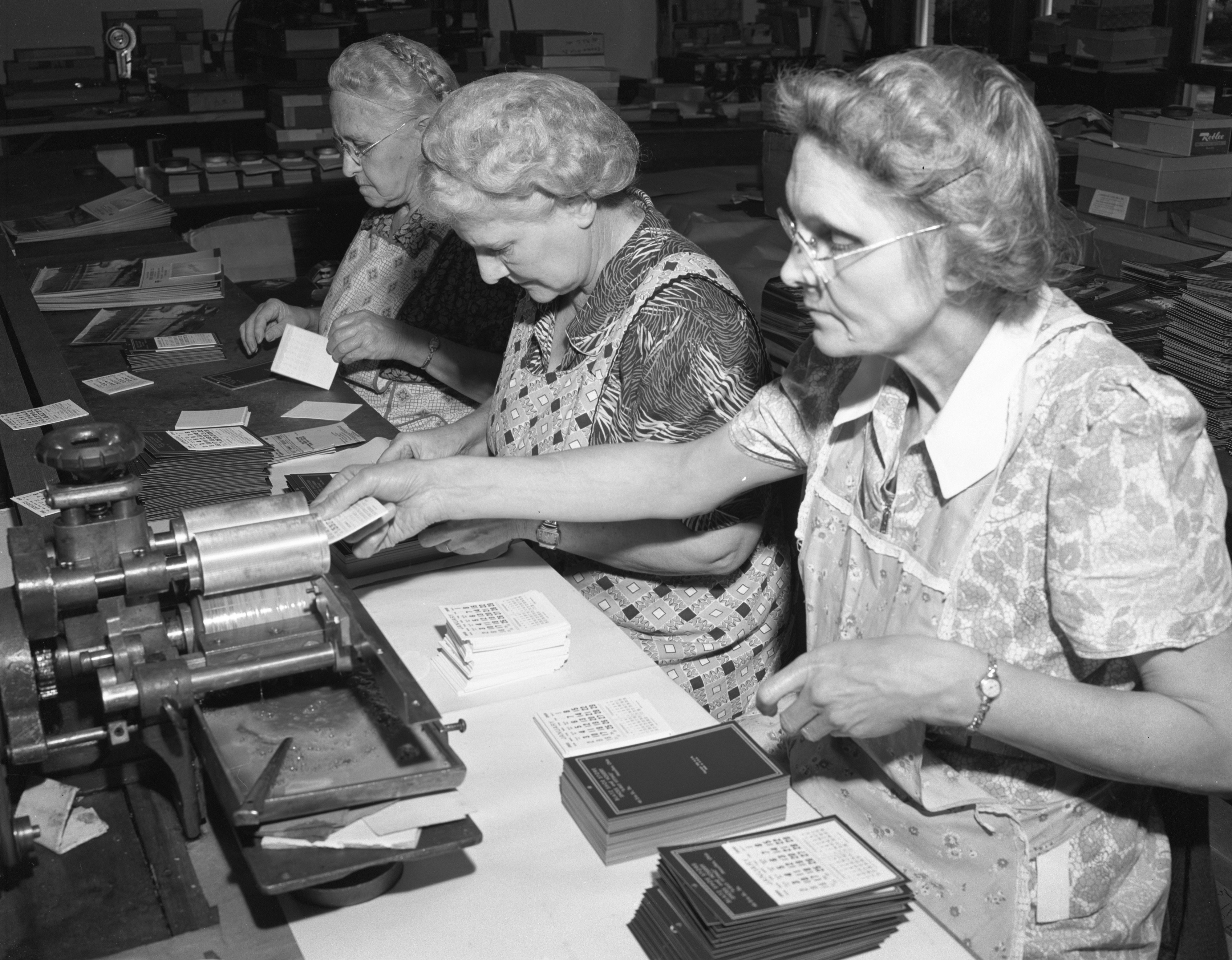 Women Assemble Calendars At Advertisers Publishing Co., October 1954 image