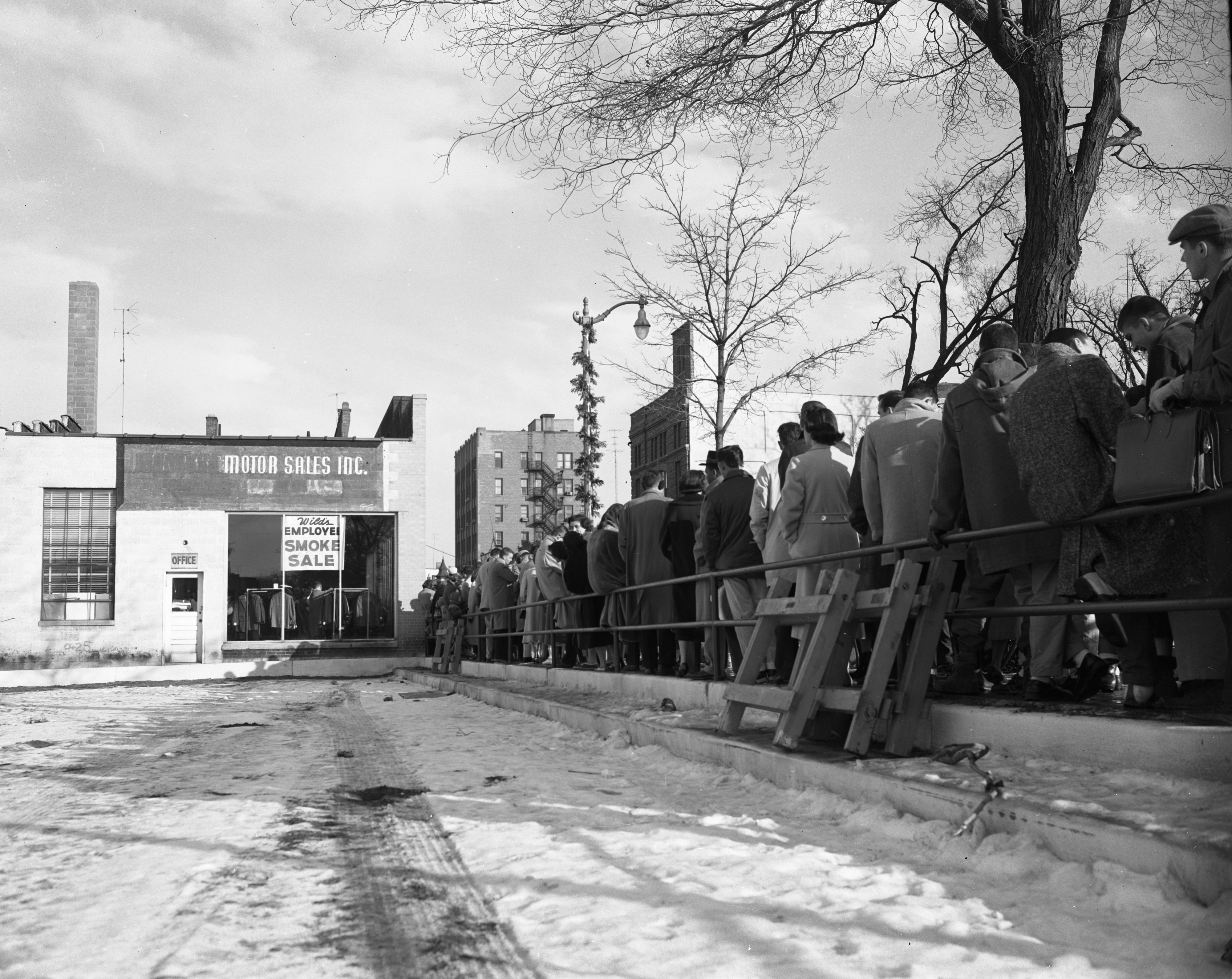 Line for Wild & Col's fire sale, December 1956 image