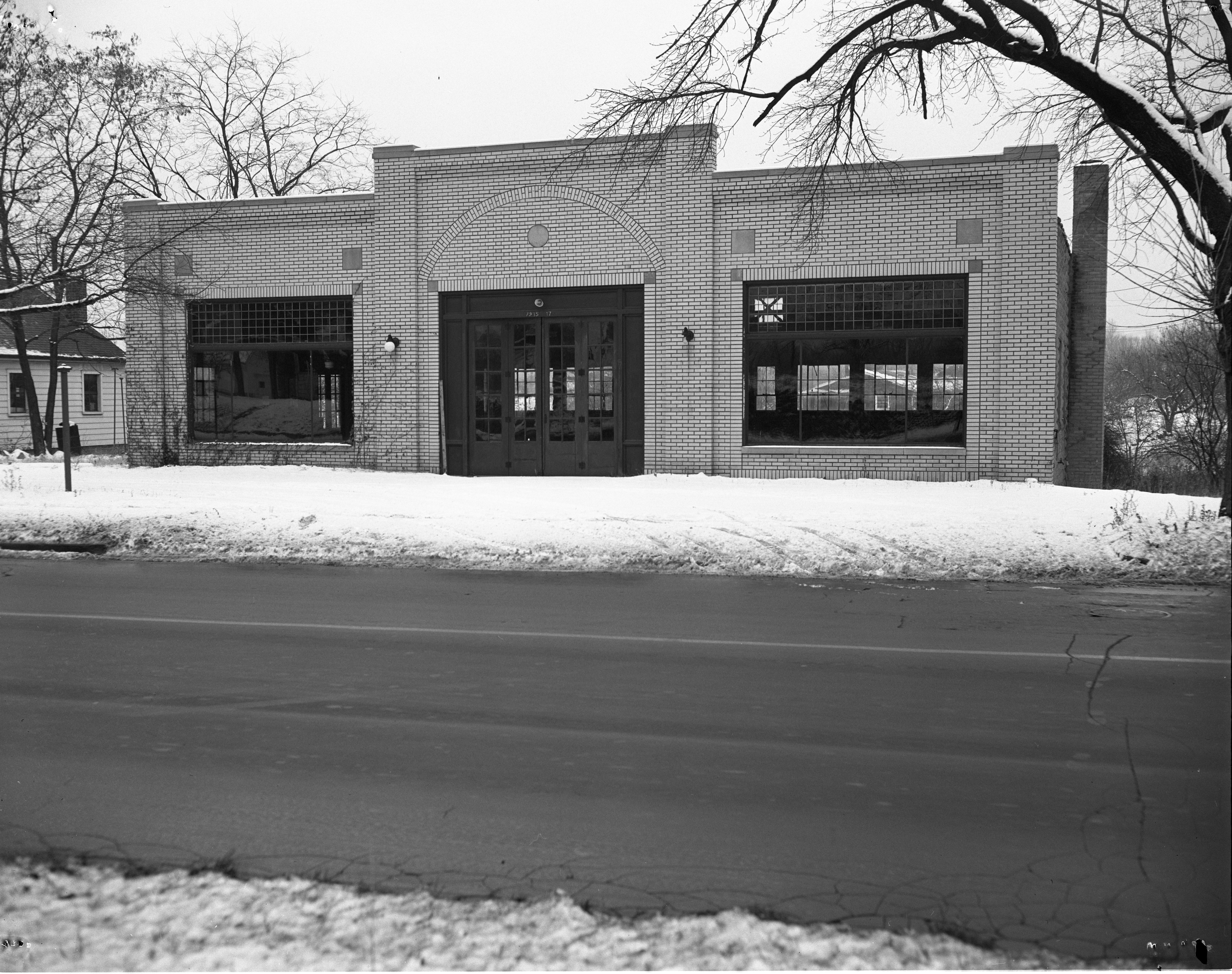 Vacant Garage At 1915-1917 Jackson Avenue, December 1952 image