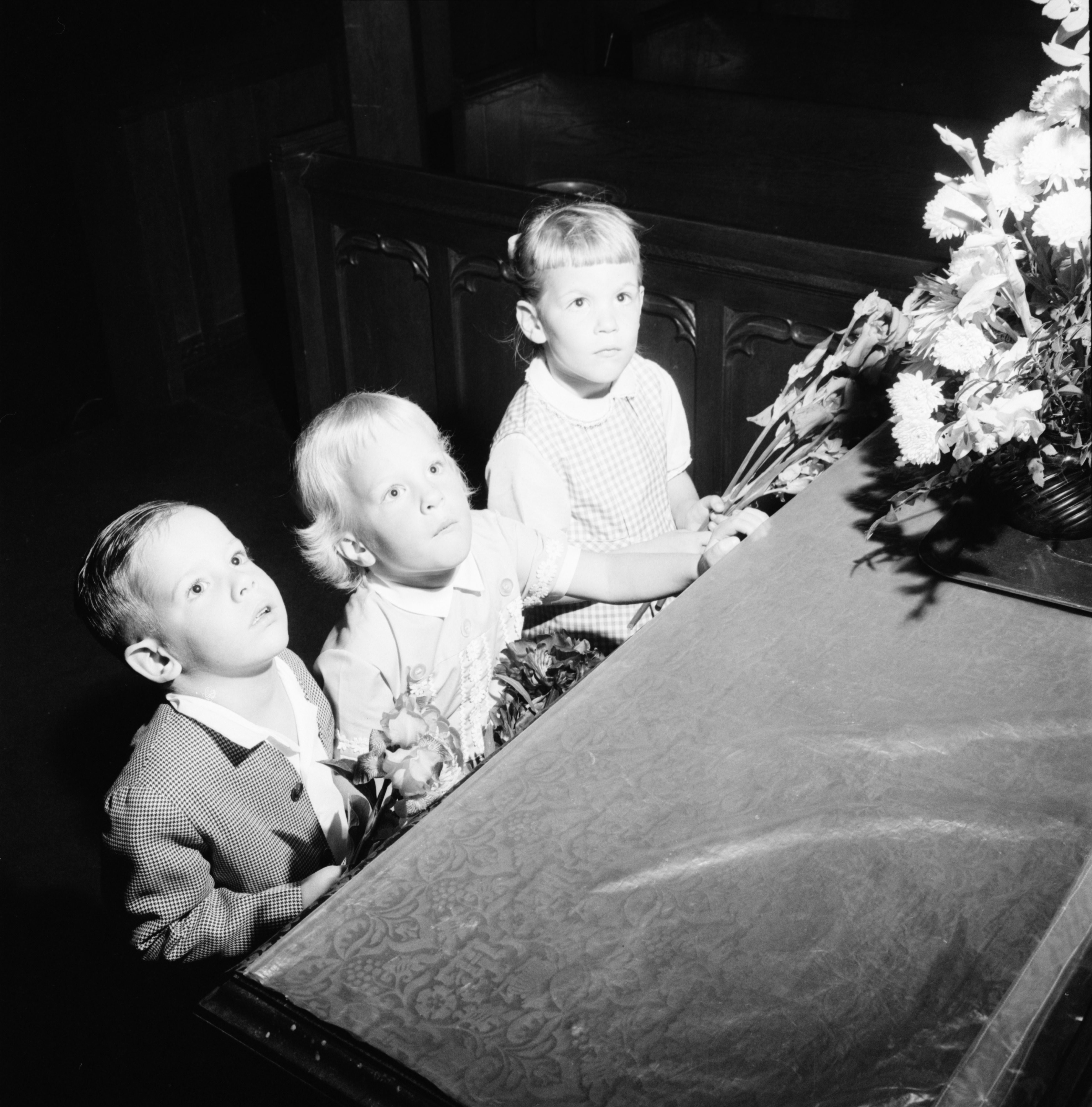 Children at First Congregational Church place flowers on altar, June 1964 image