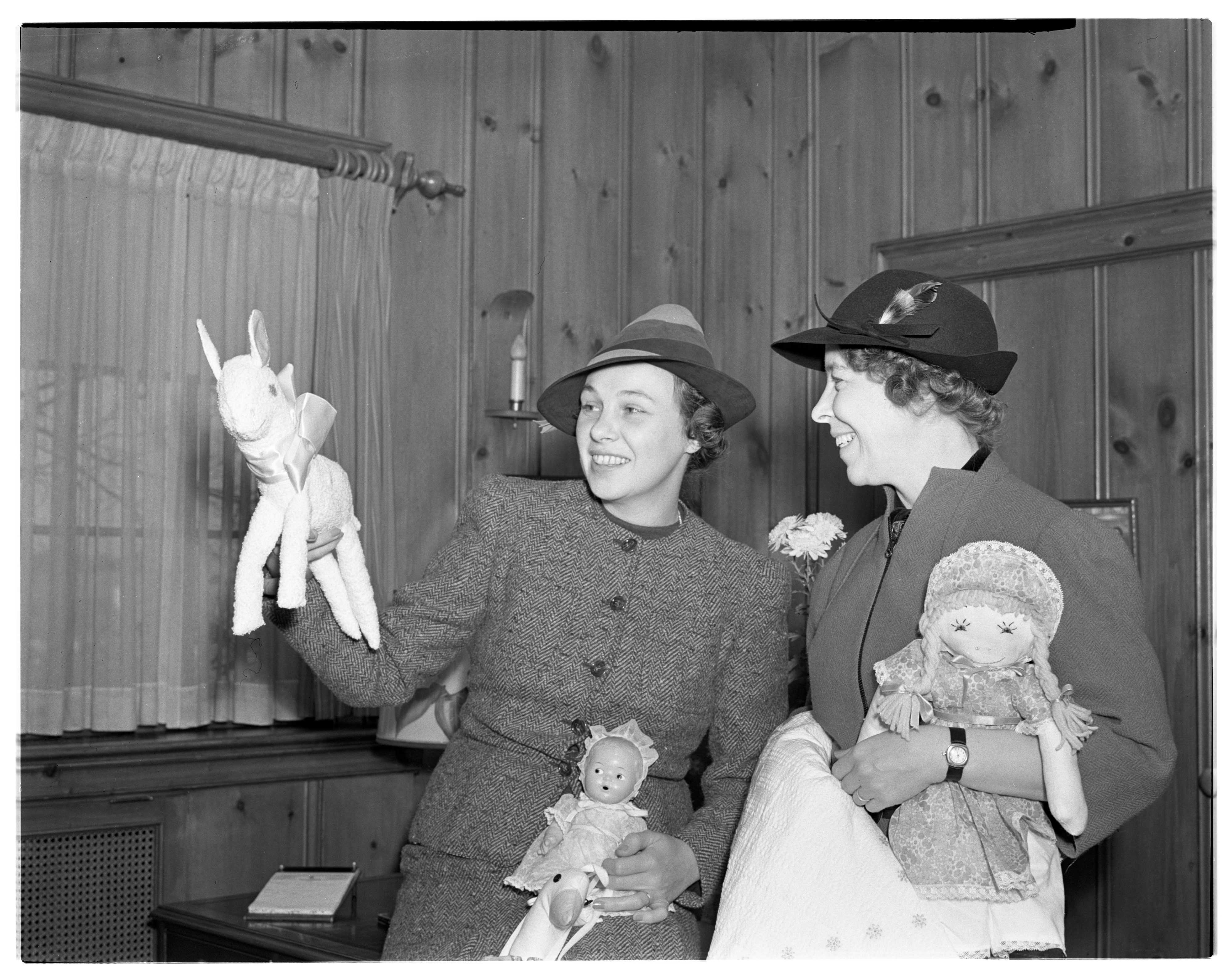 League of St. Andrew's Prepares For Christmas Fair, November 1938 image
