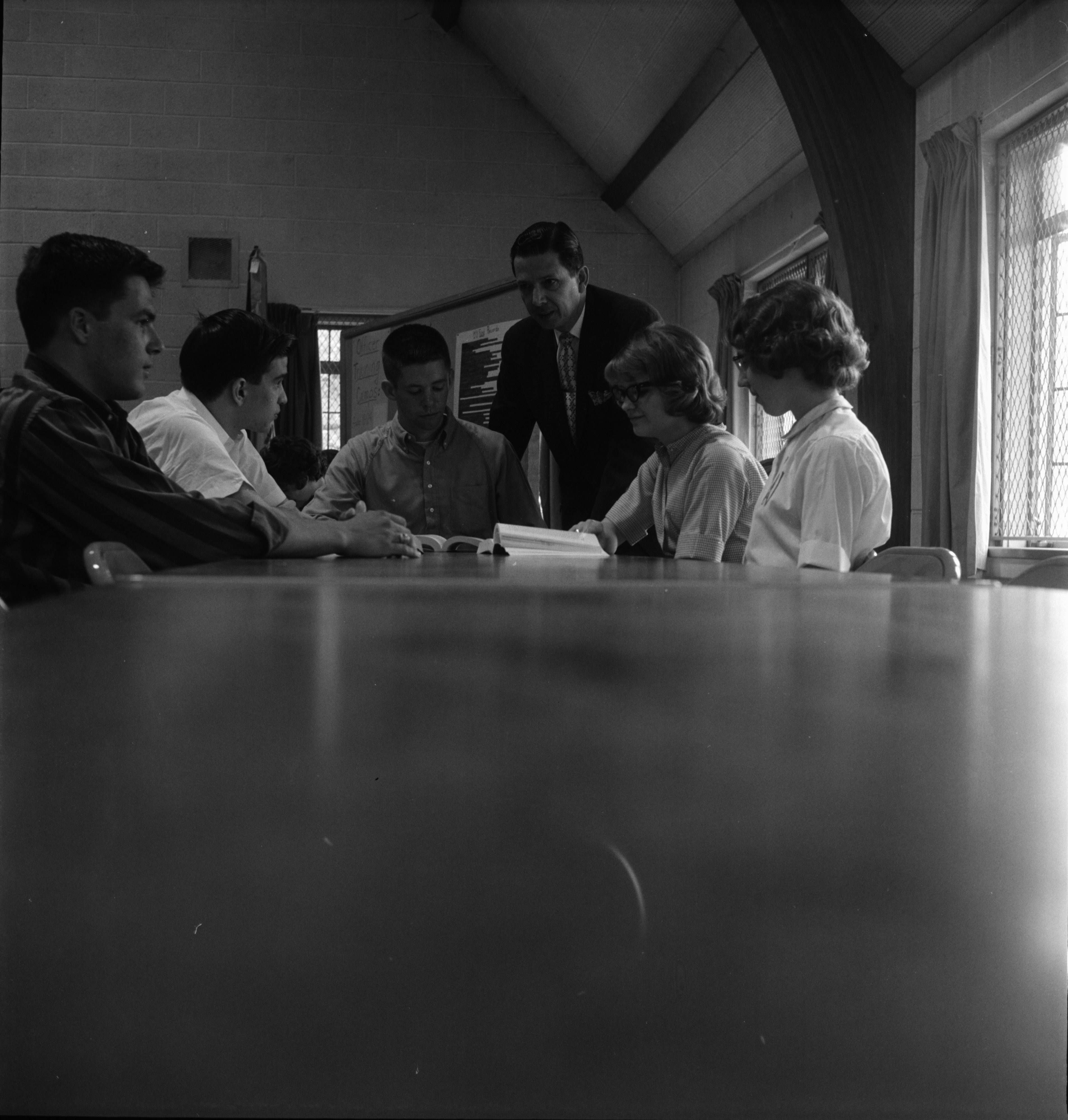 Rev. Kendall W. Cowing with Graduates to be Honored, First Methodist Church, May 1963 image