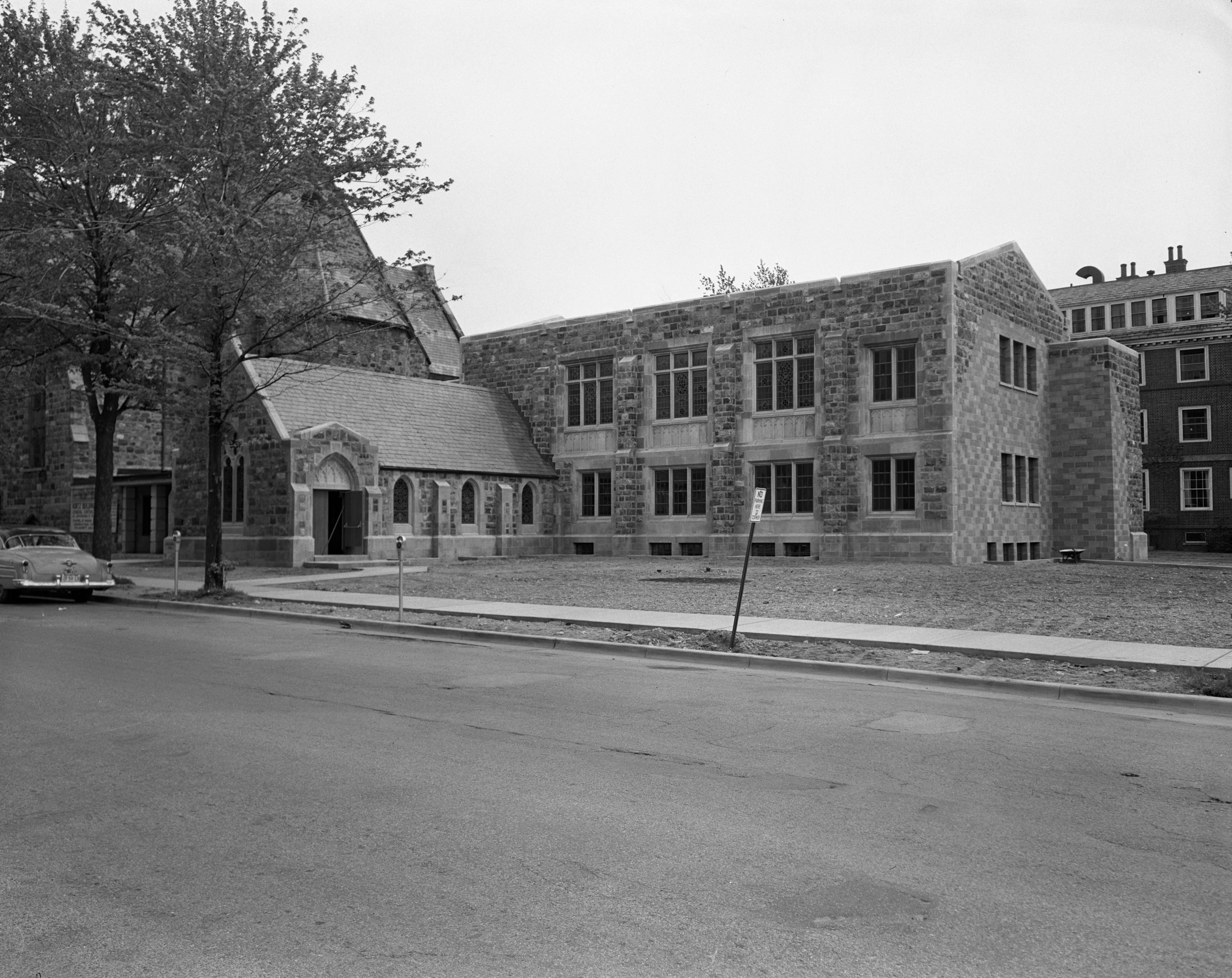 Douglas Memorial Chapel Added to First Congregational Church, May 1952 image