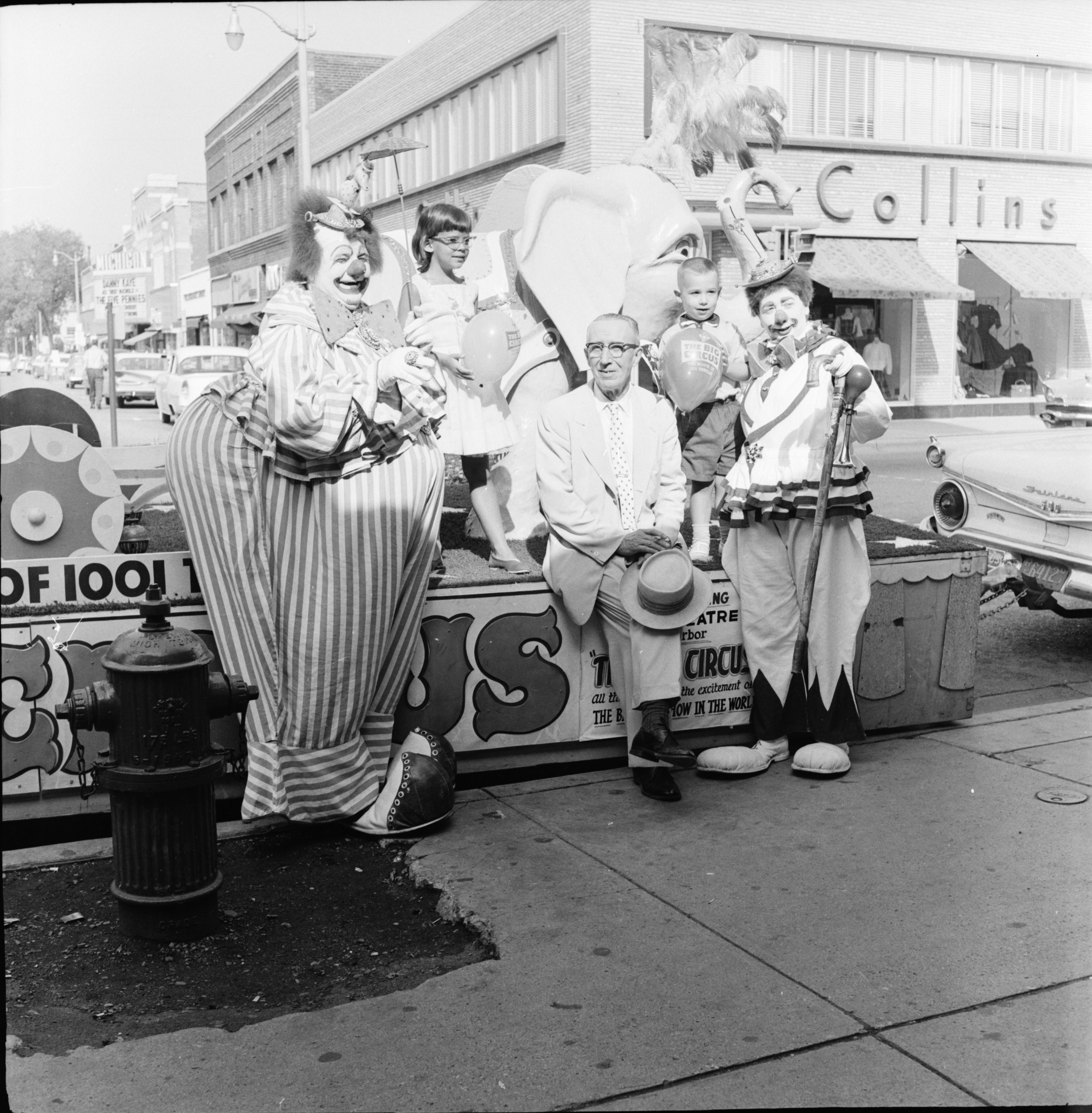 Famed clown Felix and his wife on State Street, August 1959 image