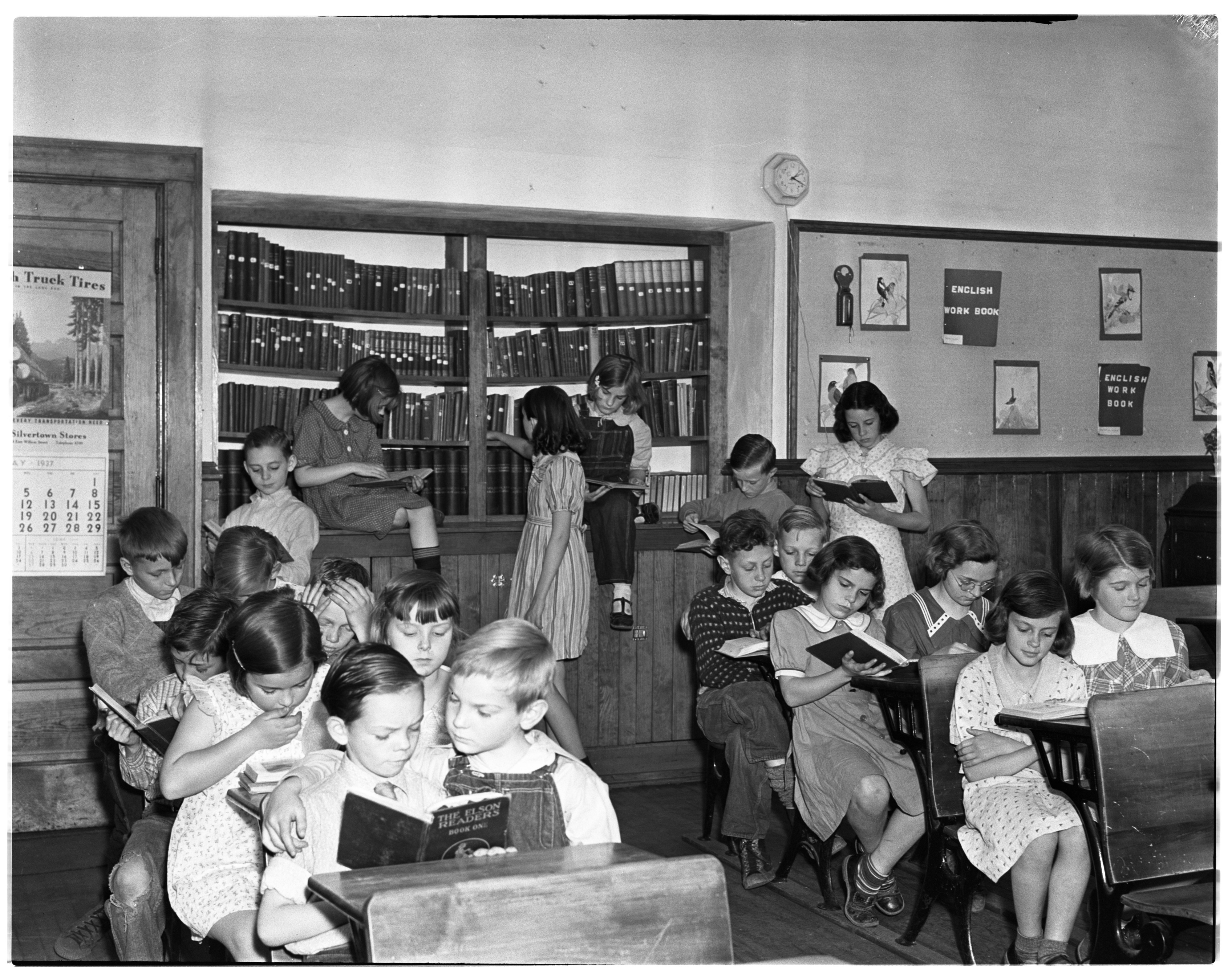 Children Reading at Delhi School image