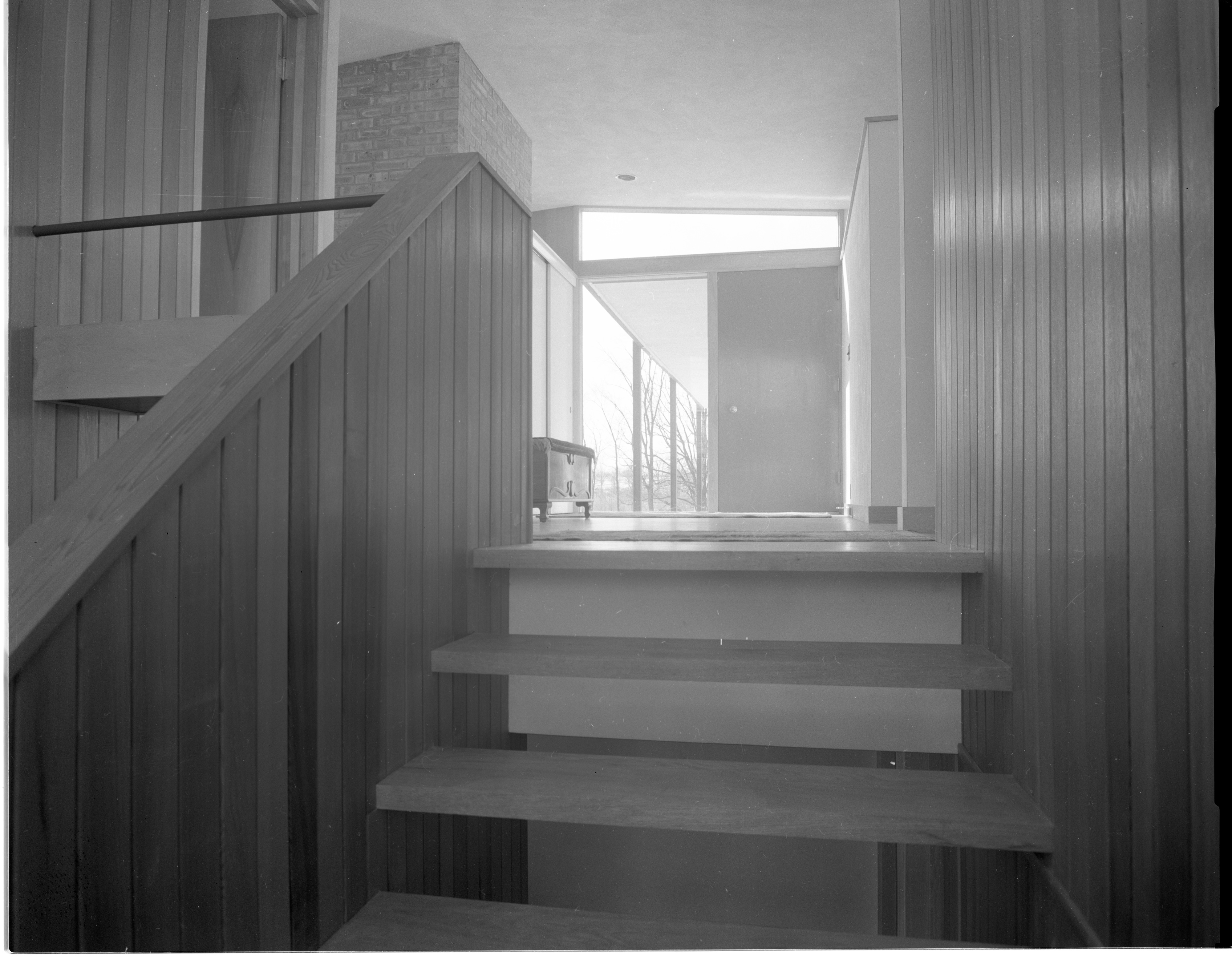Metcalf Award-Winning Design Provides Easy Access To All Rooms, February 1955 image