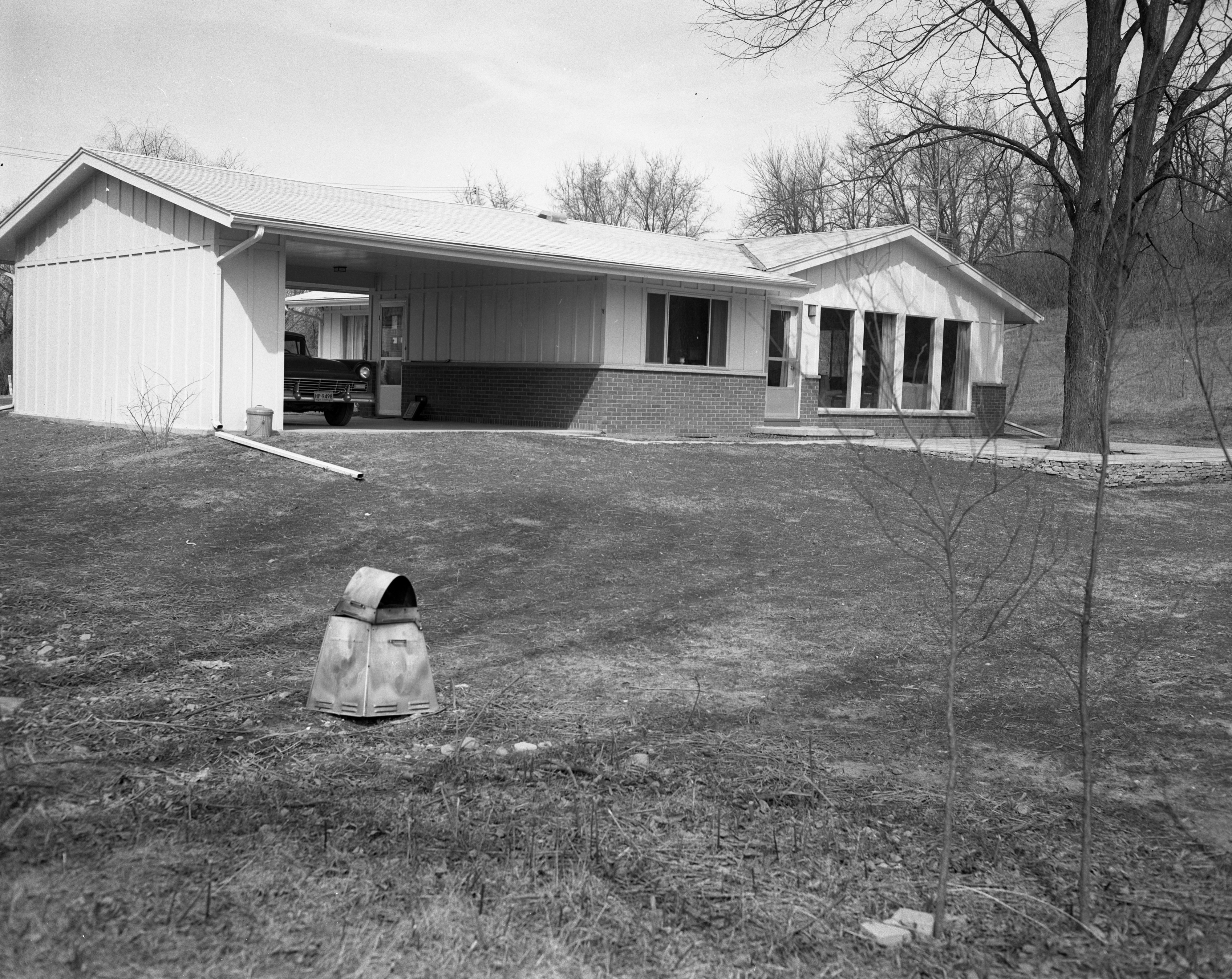 Dama Creal Designs Own Home On Cedar Bend Drive, April 1958 image