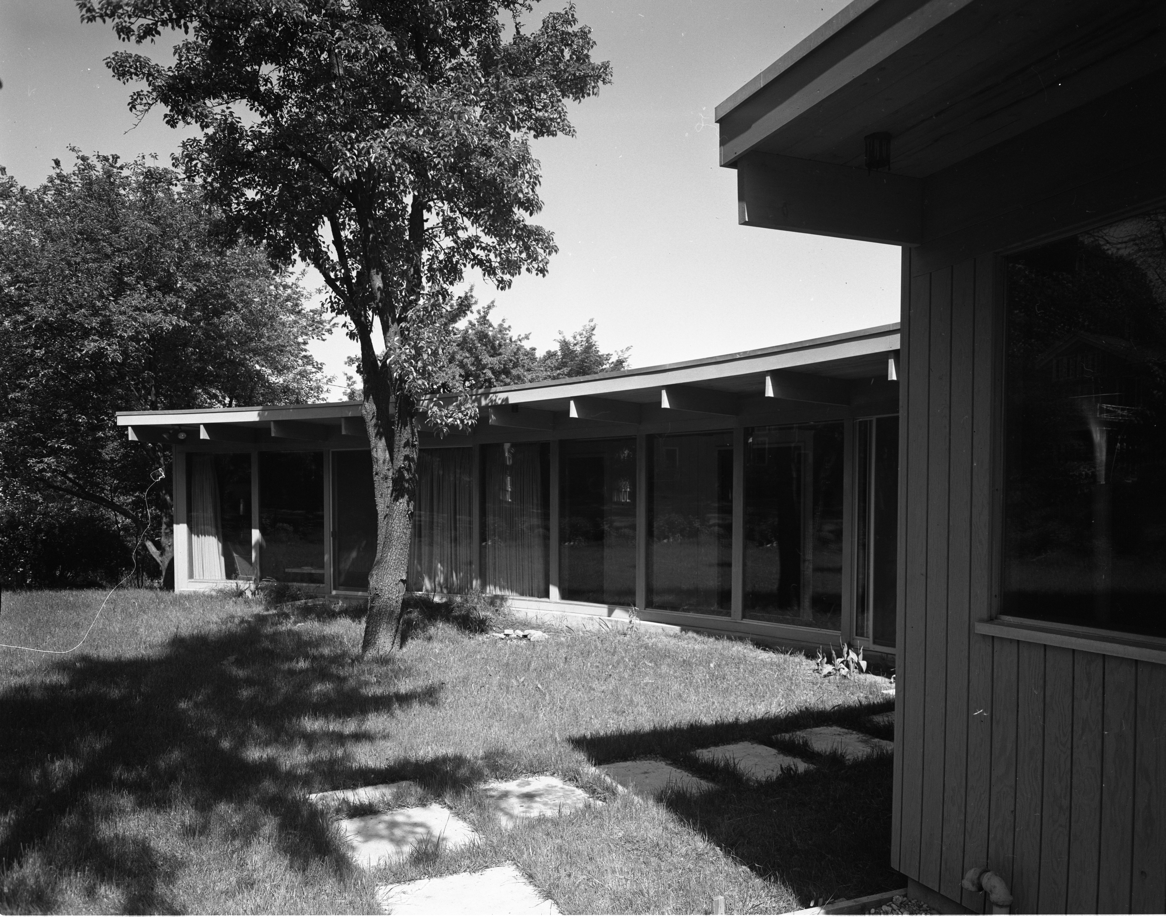 Hodges' Mid-Century Modern Home On Highland Lane, September 1957 image