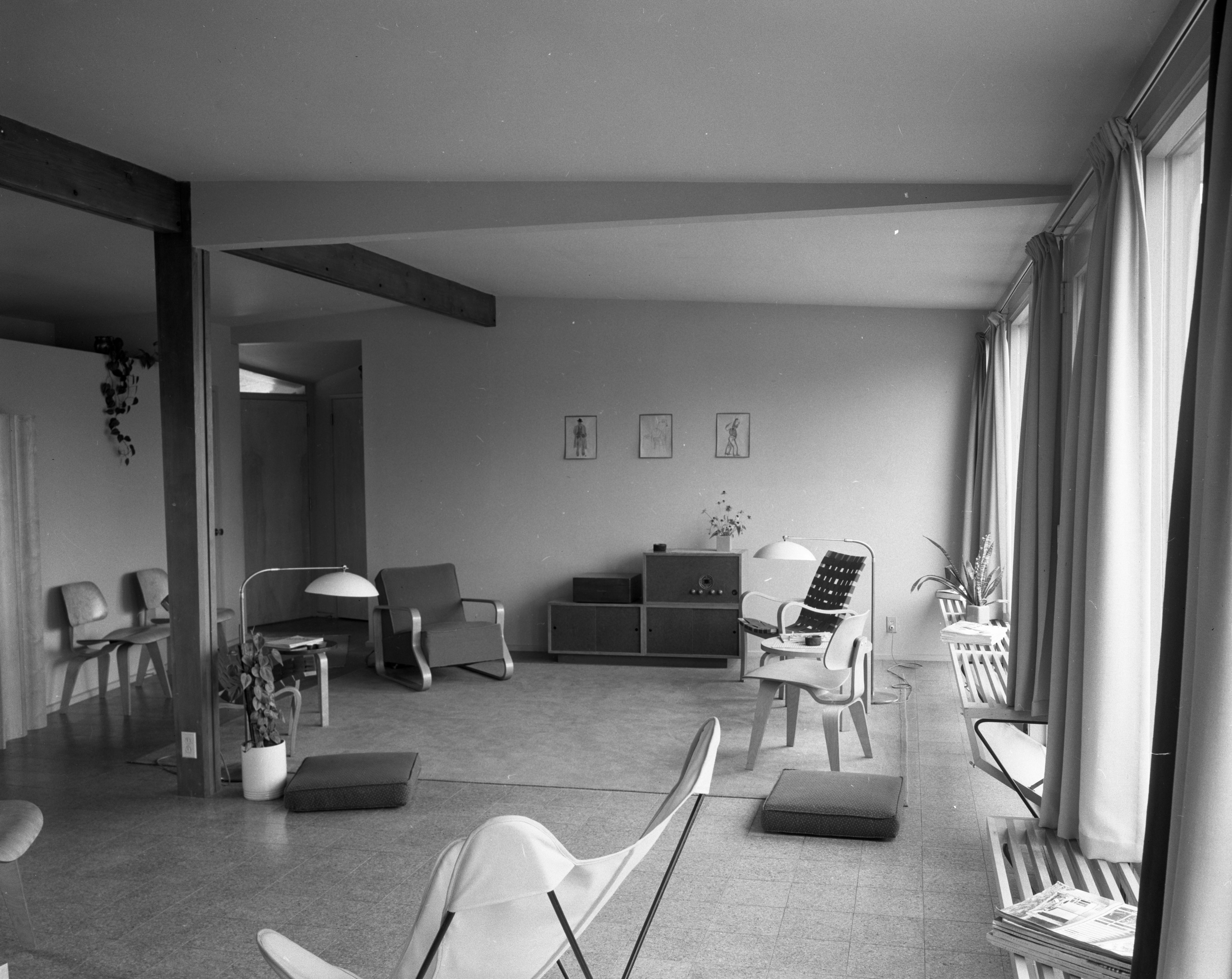 Open Space Is Key To Architect Richard M. Robinson Home On Huron View Blvd., July 1952 image