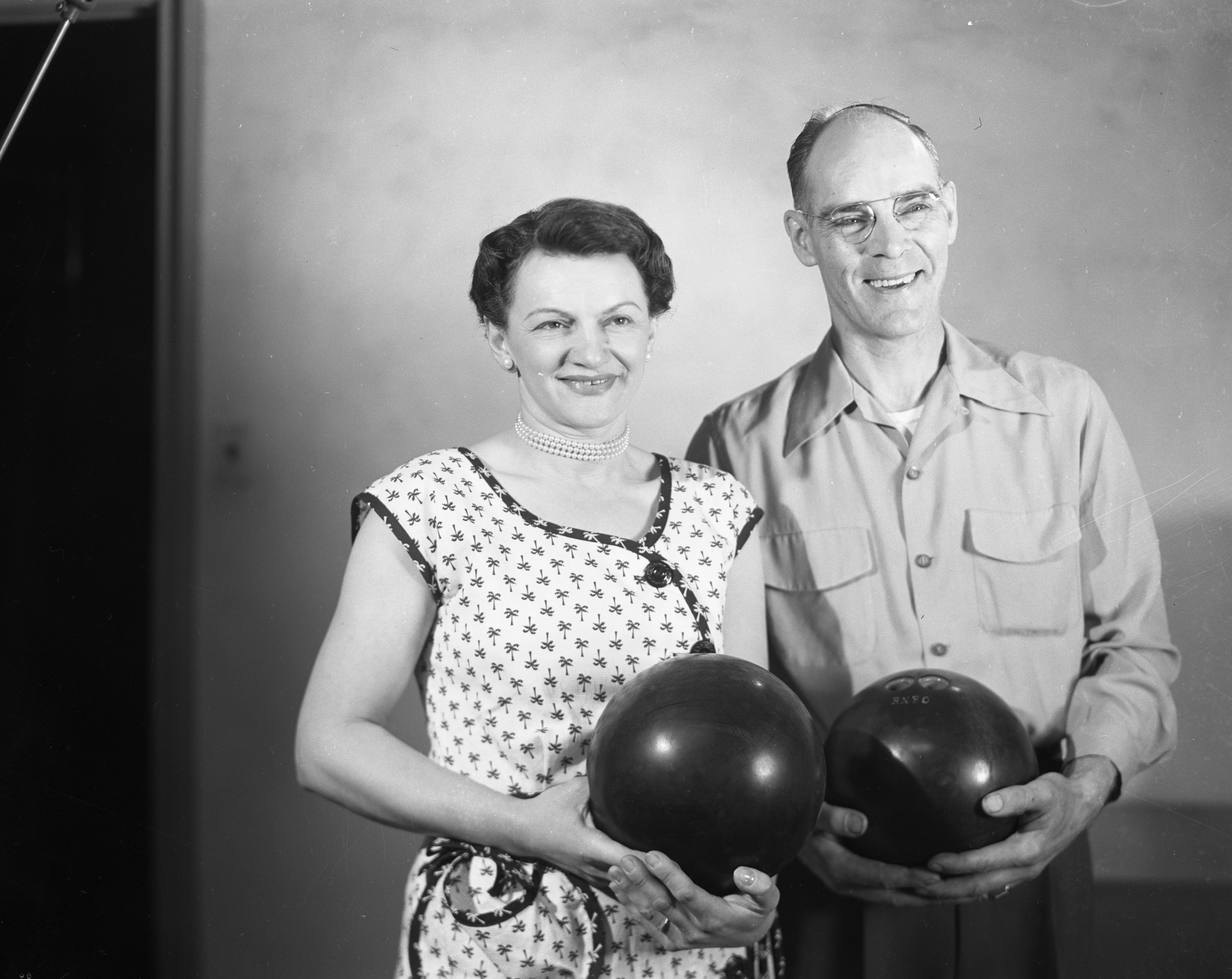 Bowlers Sue Demarest and Gene Livesay, 1952 image