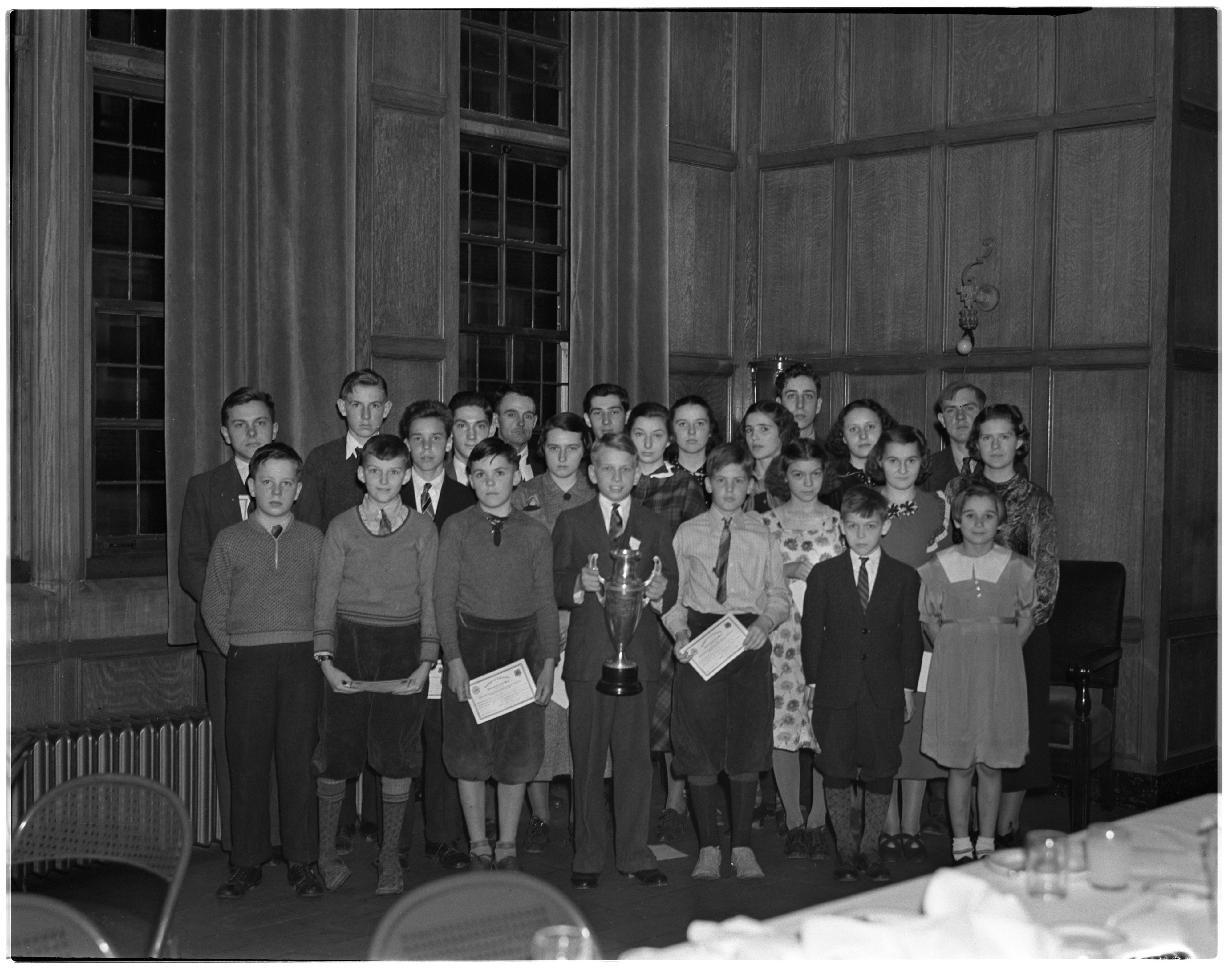 4-H Kiwanis Dinner for Prize Winners, November 1937 image