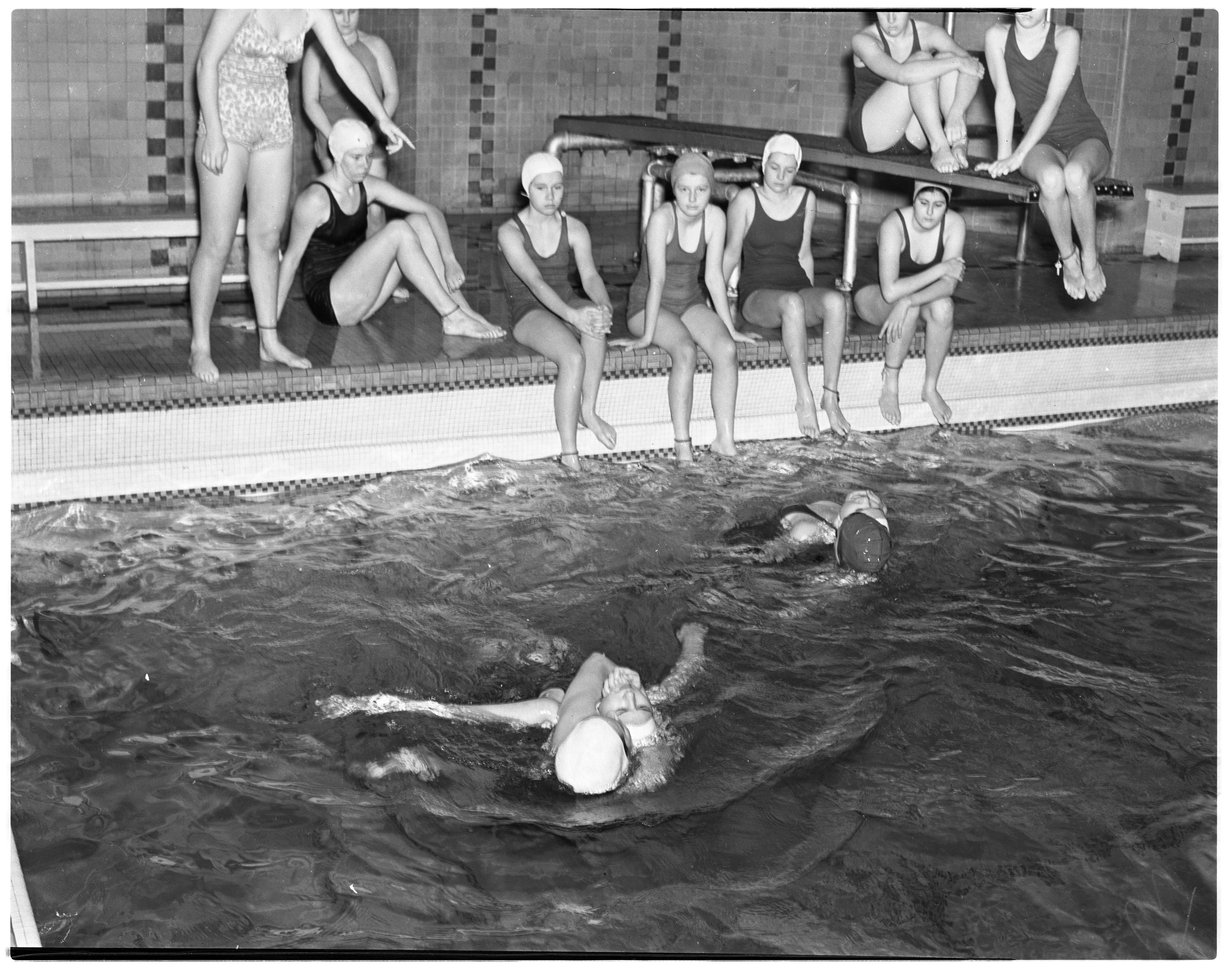 Red Cross - Girl's Lifesaving Class at the Michigan Union Pool image
