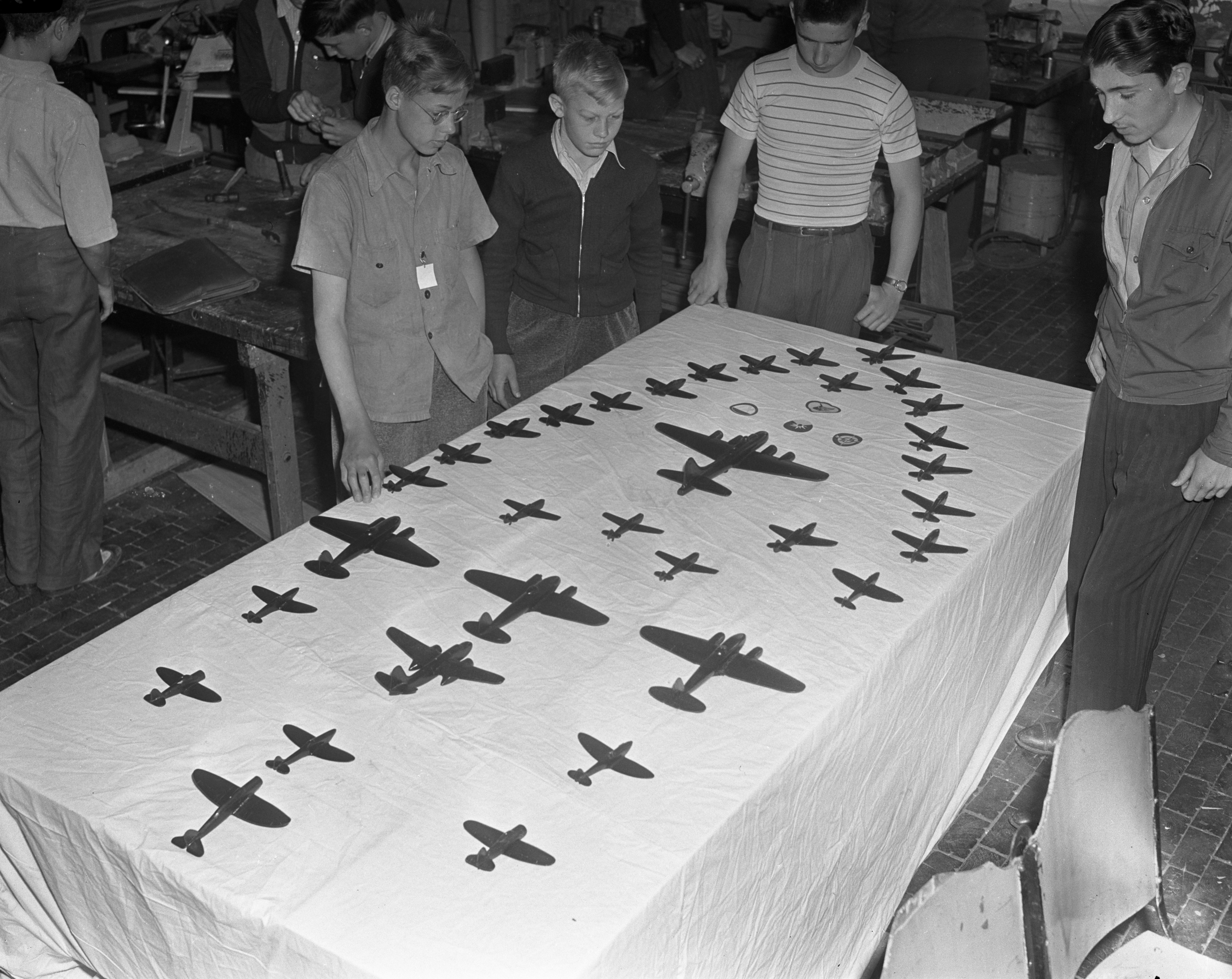 Boys at Tappan Junior High School with model planes they built, May 1942 image