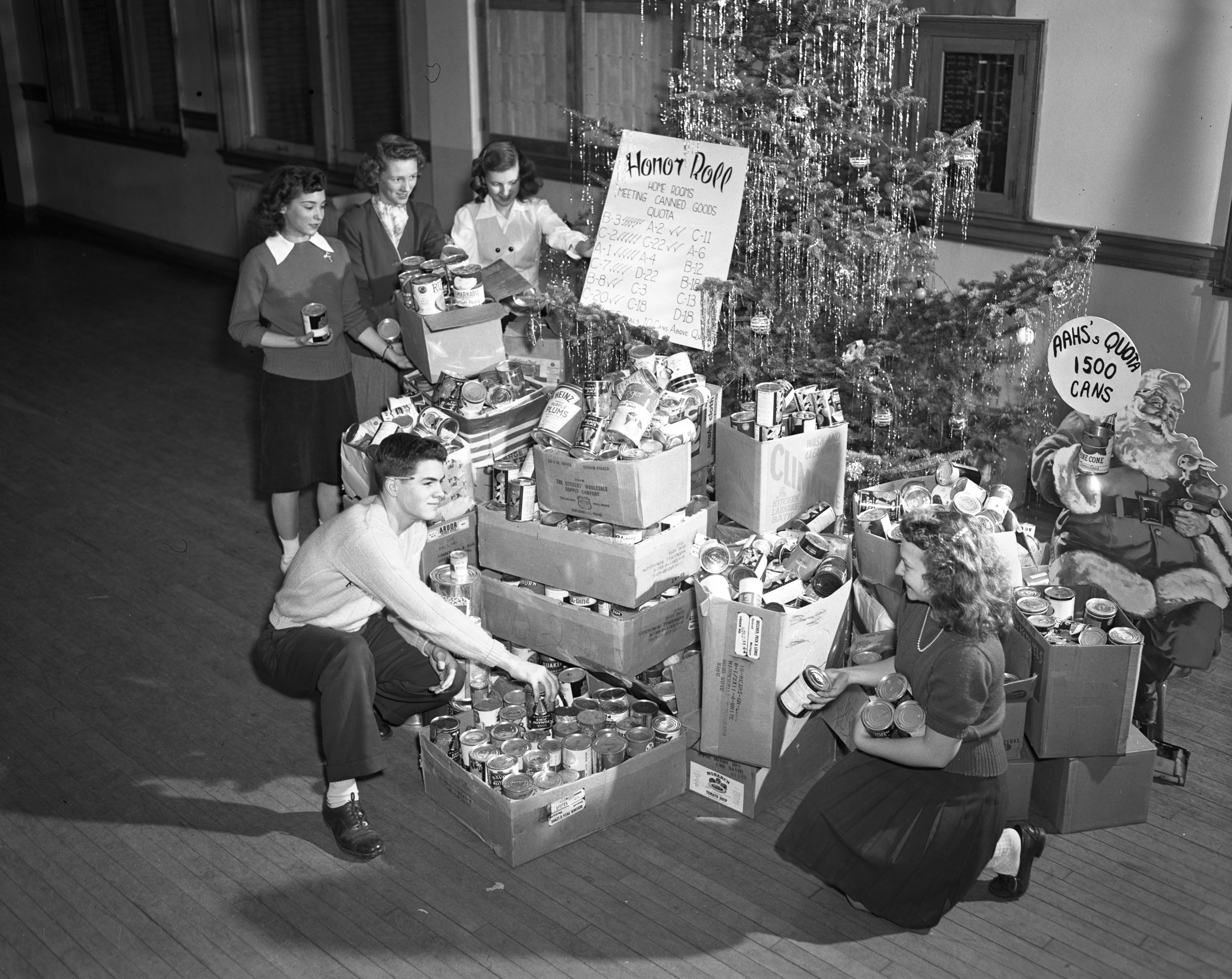 Ann Arbor High School students collect over 1900 canned goods as part of their European Relief campaign, December 1947 image