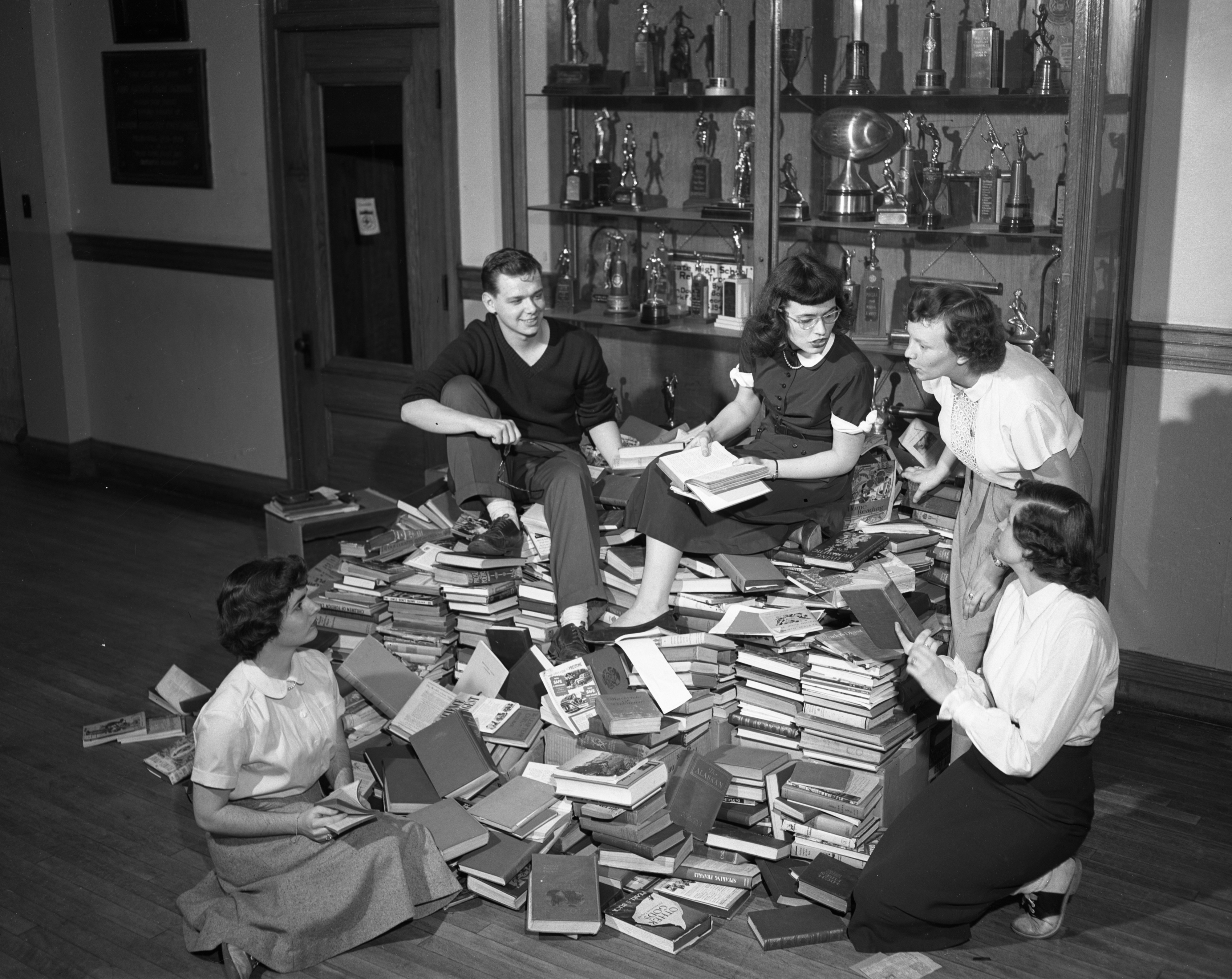Ann Arbor High School students collect books to donate to prison, April 1950 image
