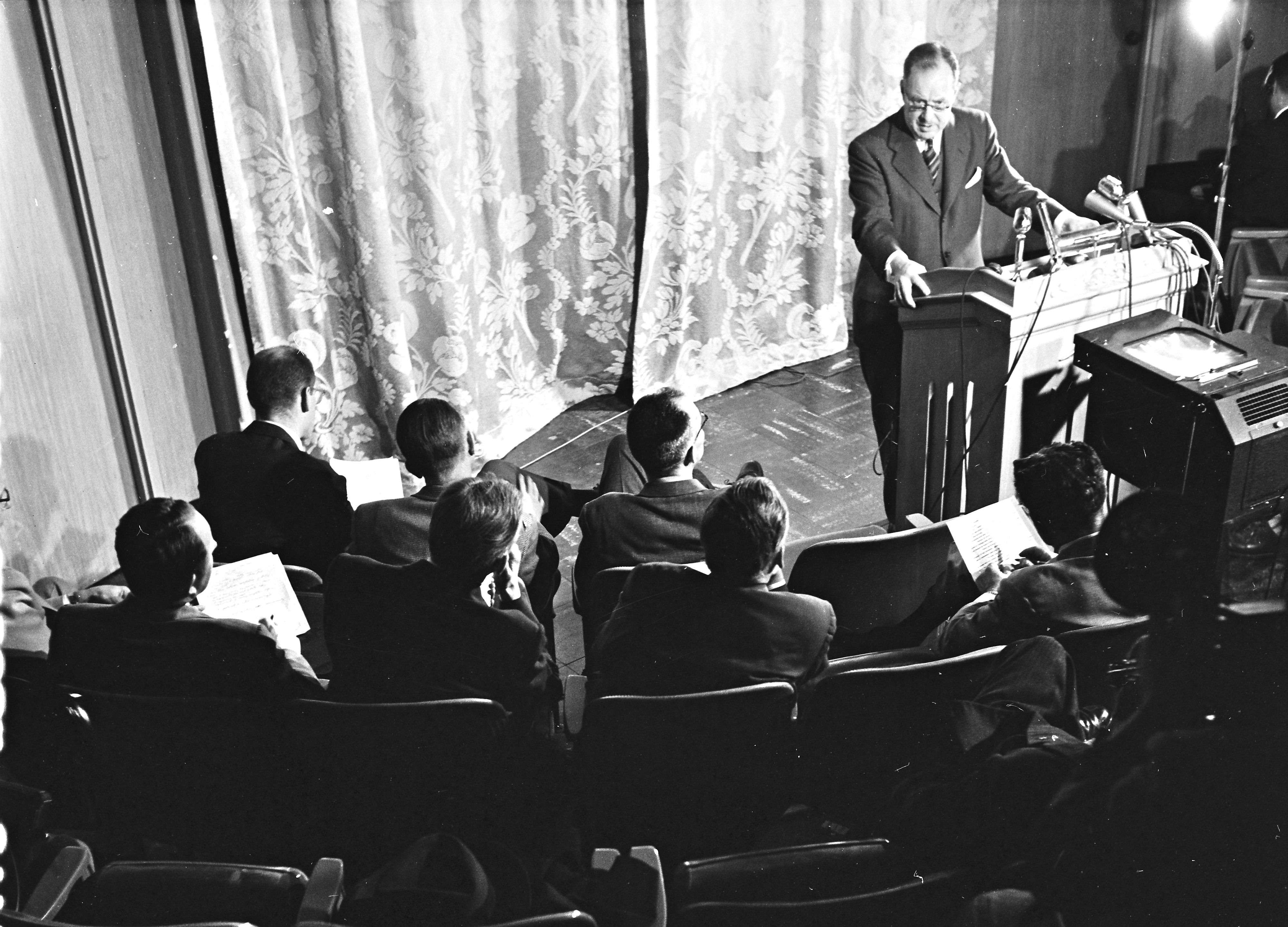 Dr. Thomas Francis, Jr. during briefing session for newsmen concerning polio vaccine evaluation study, April 1955 image