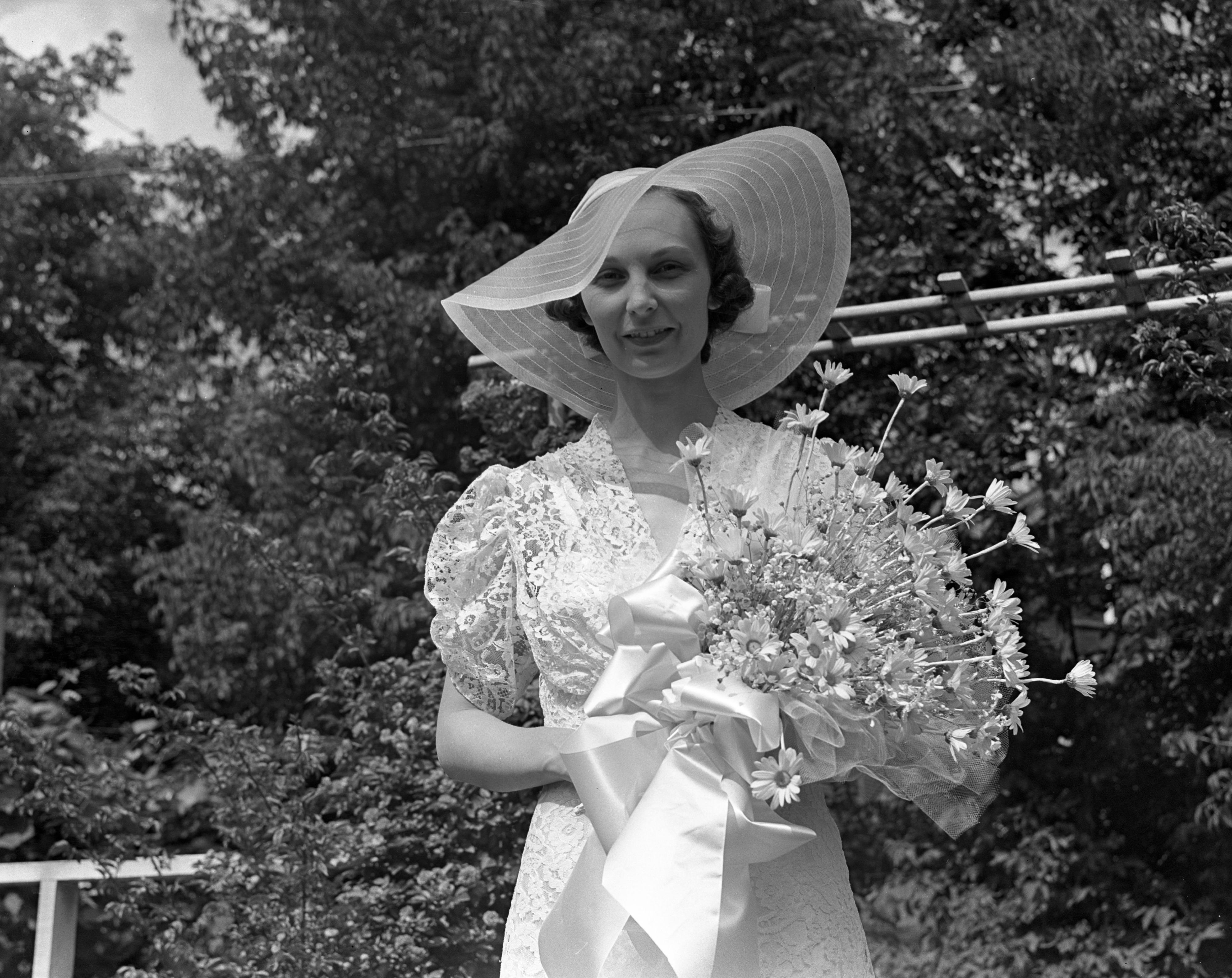 Madeliene Rouse\'s Wedding Dress, June 1938   Ann Arbor District Library