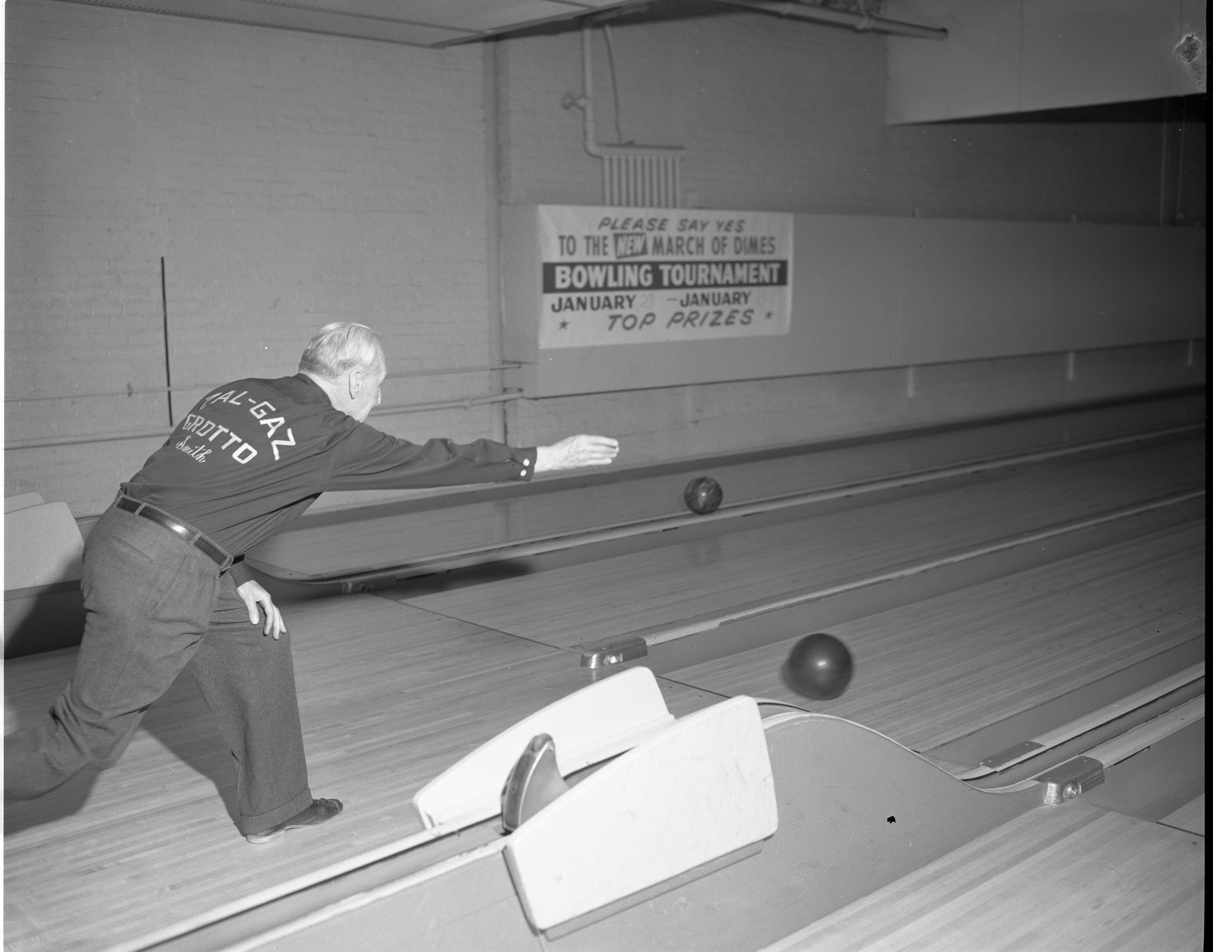 Al Smith, 89-Year-Old Bowler, January 1961 image