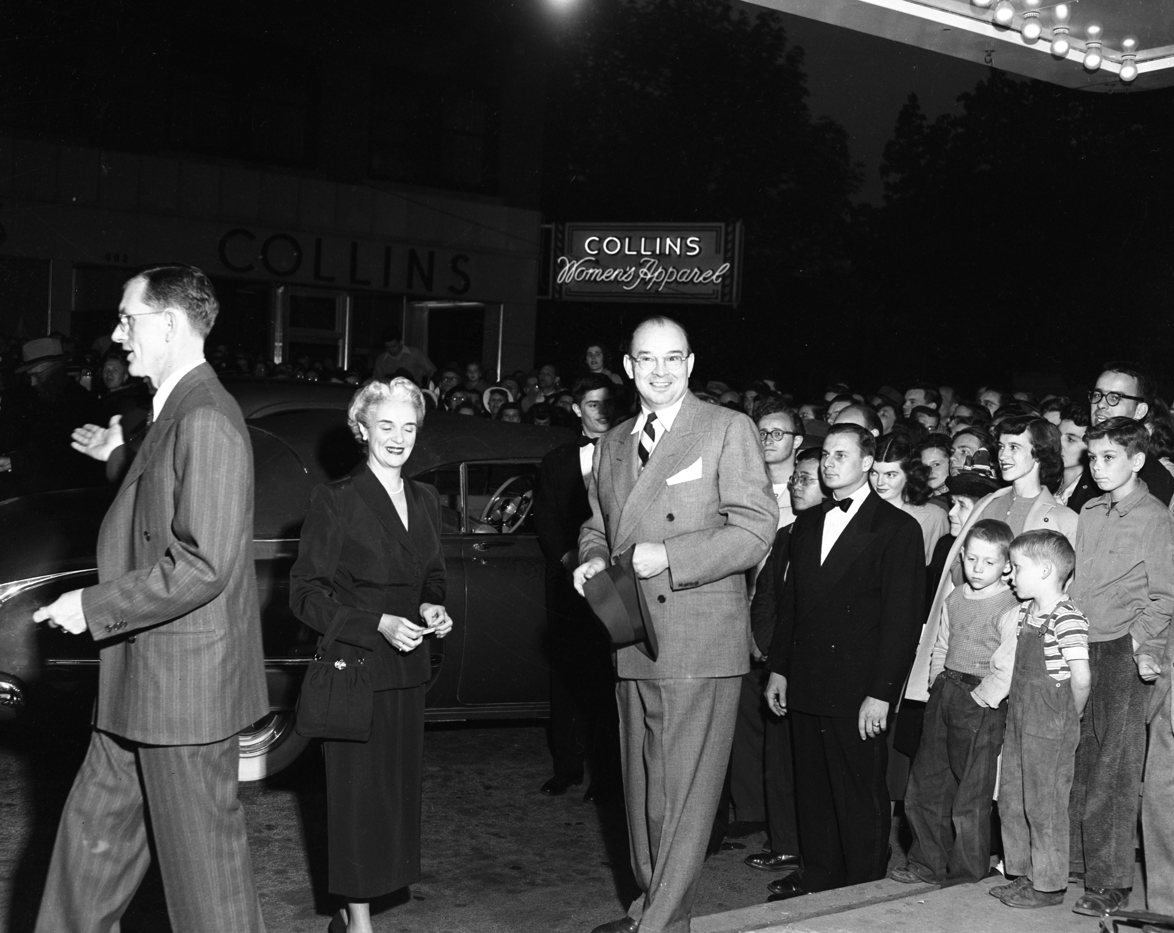 "Mayor William E. Brown Jr. & his wife arriving at the ""author's premiere"" at the Michigan Theater, May 1949 image"