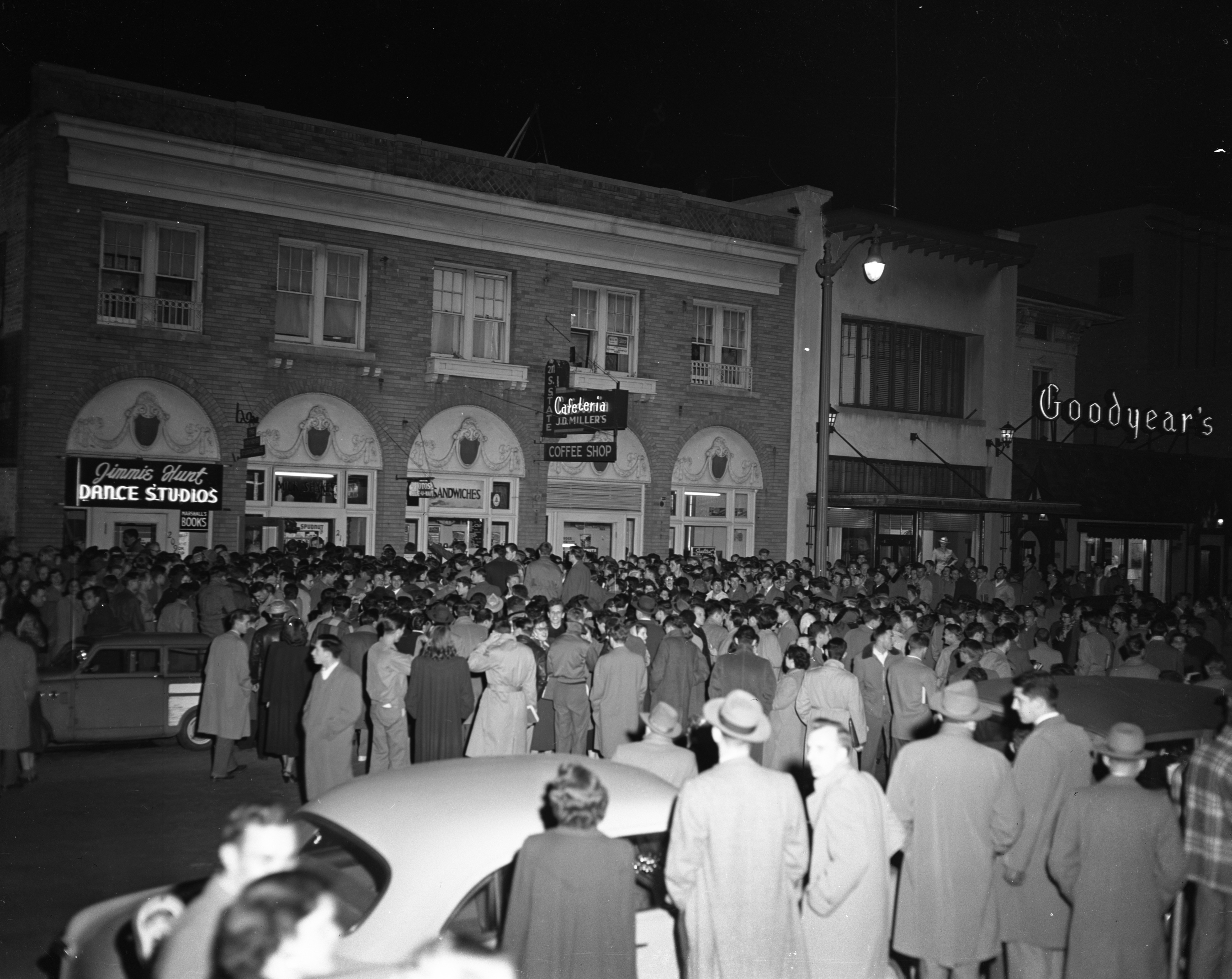 2,000 gather outside a J. D. Miller's Cafeteria and Coffee Shop to hear debate on Communism versus Capitalism, April 27, 1950 image