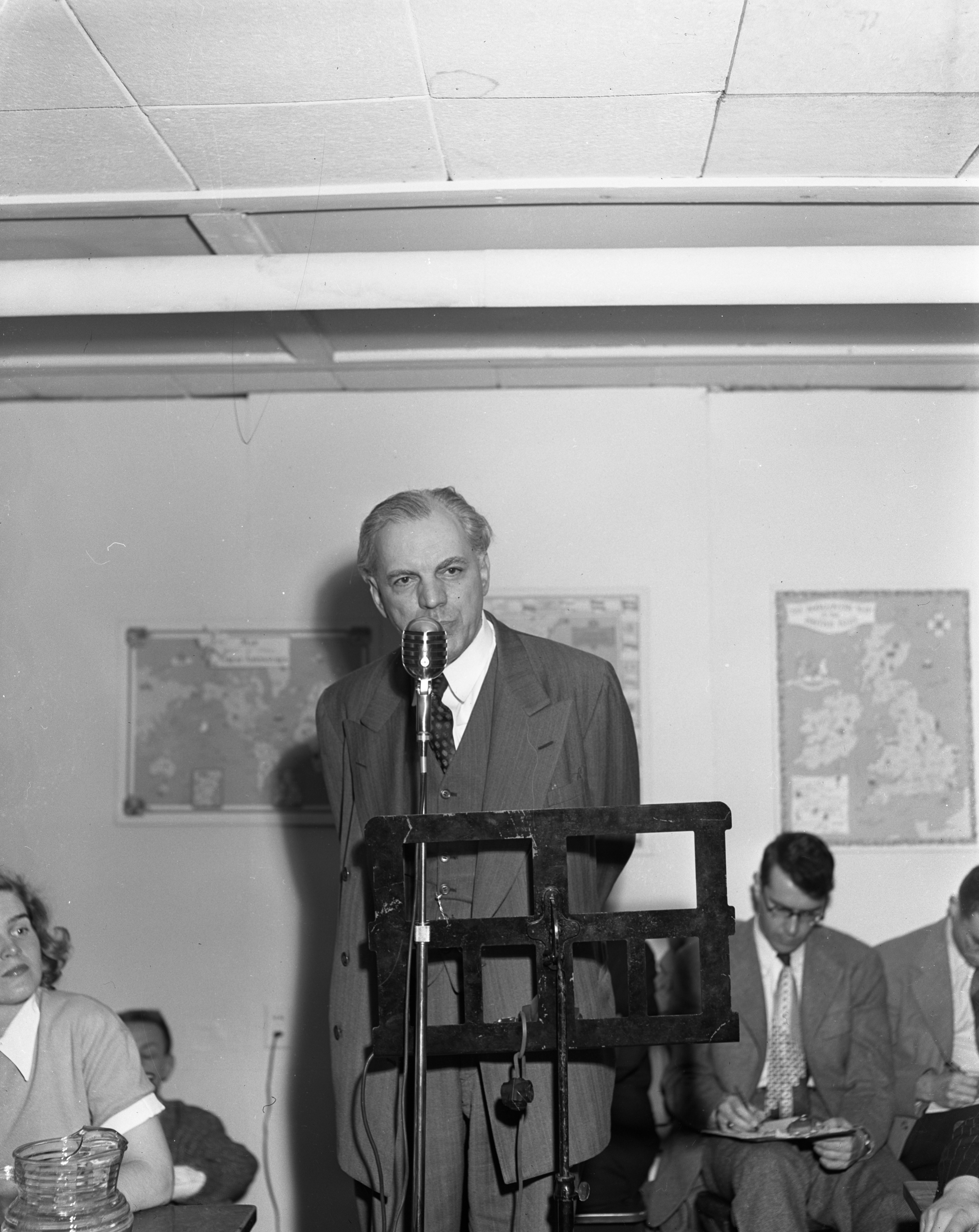Professor Preston W. Slosson at debate on Communism versus Capitalism, April 27, 1950 image